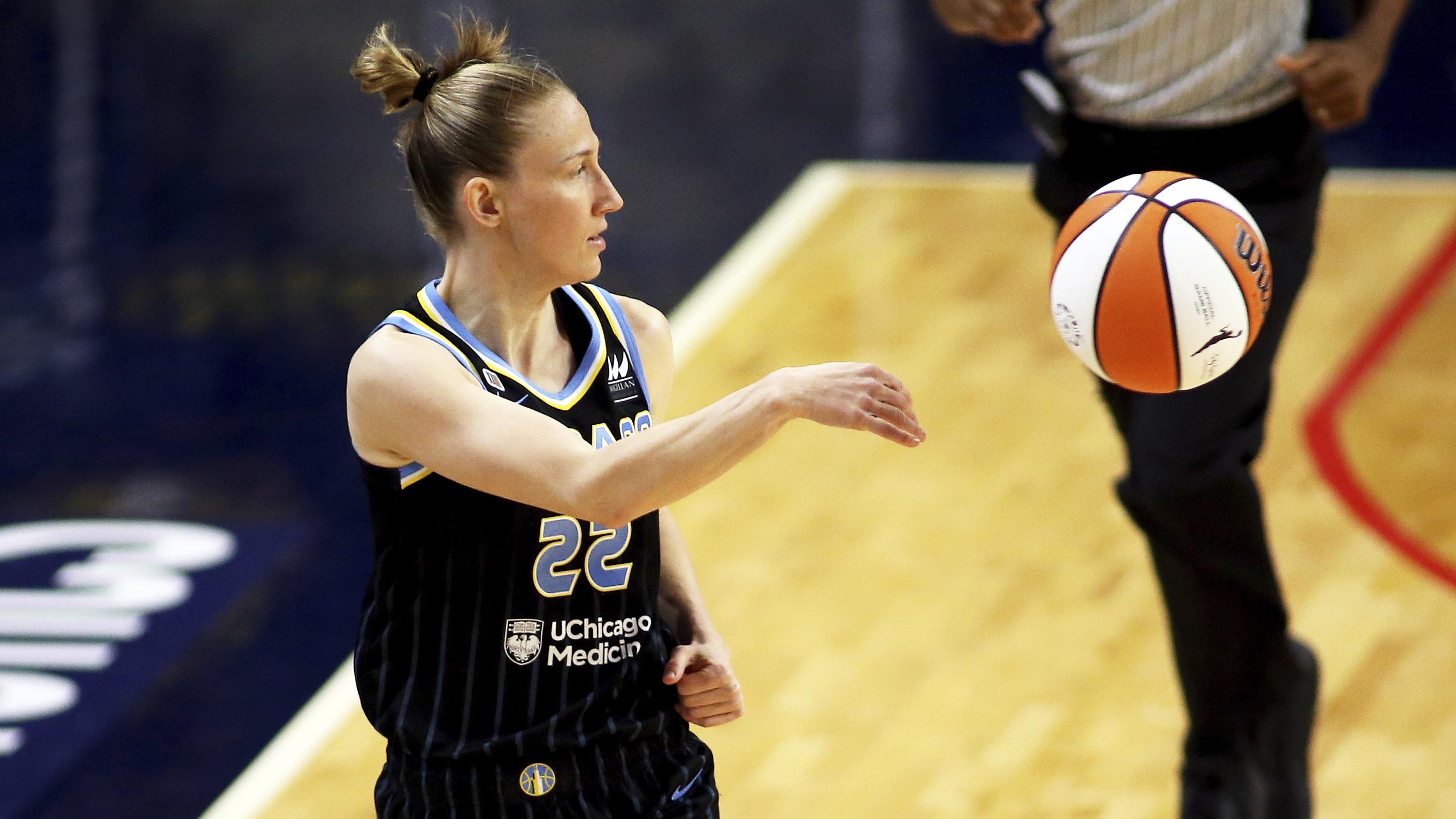 """""""She is the female John Stockton,"""" former teammate Katelan Redmon said of the Sky's Courtney Vandersloot."""