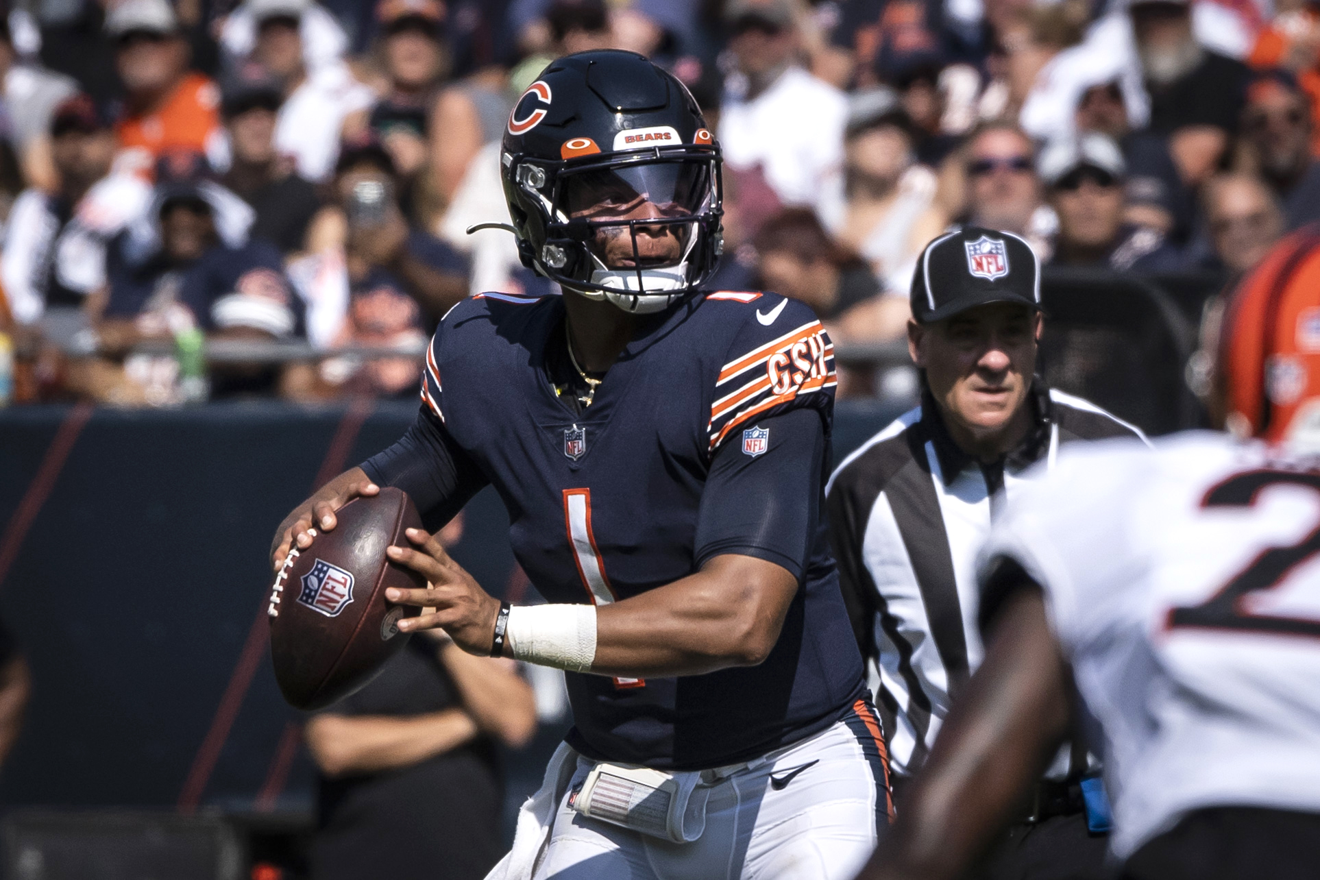 Bears quarterback Justin Fields throws against the Bengals on Sunday.