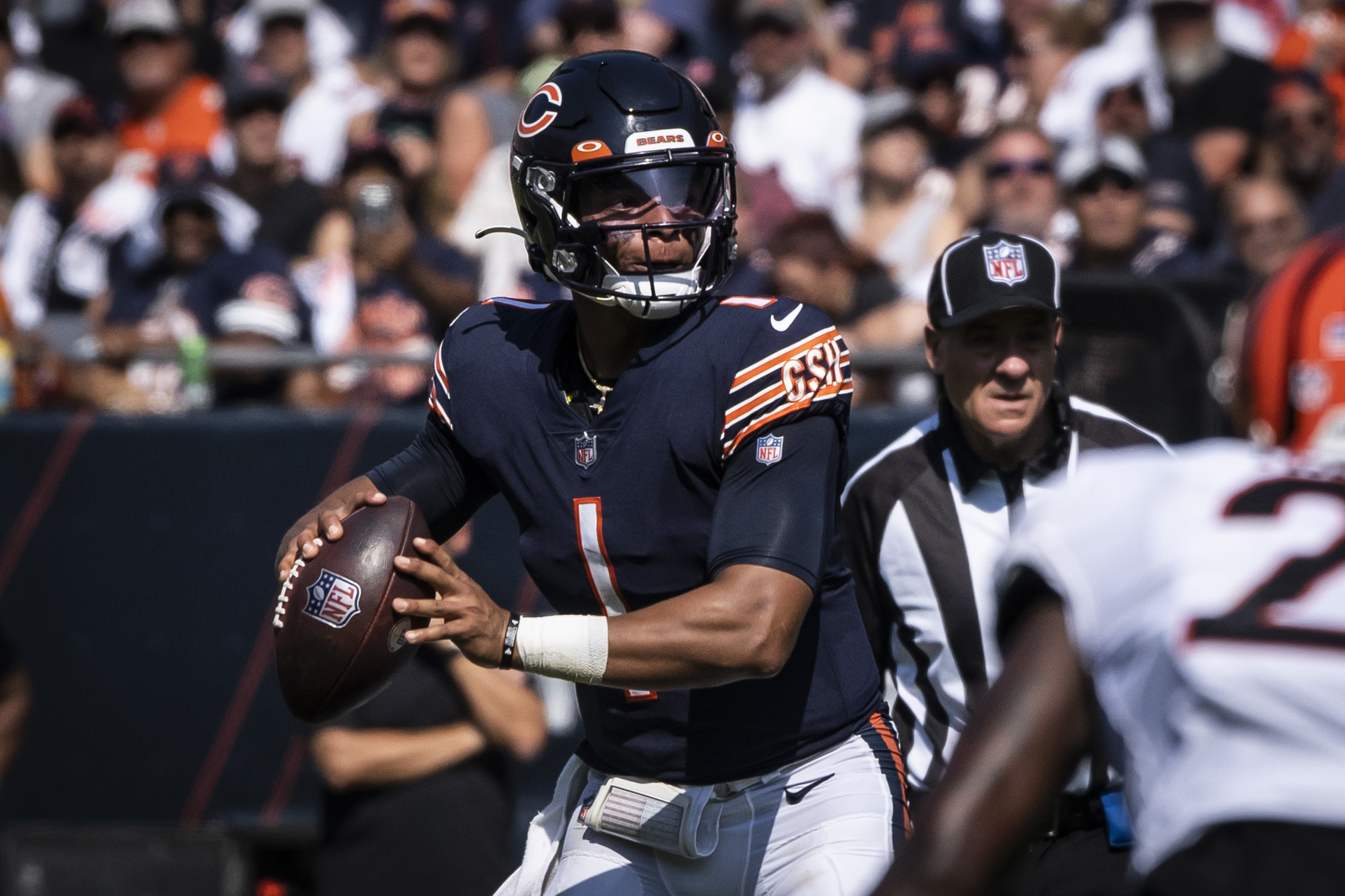 Bears quarterback Justin Fields looks to throw against the Bengals in the second half Sunday.