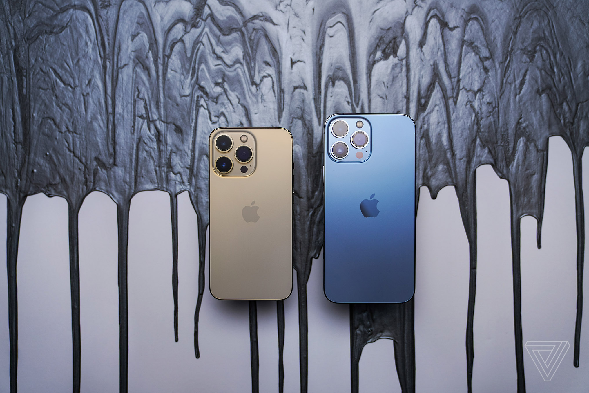 The iPhone 13 Pro (left) and Pro Max (right)