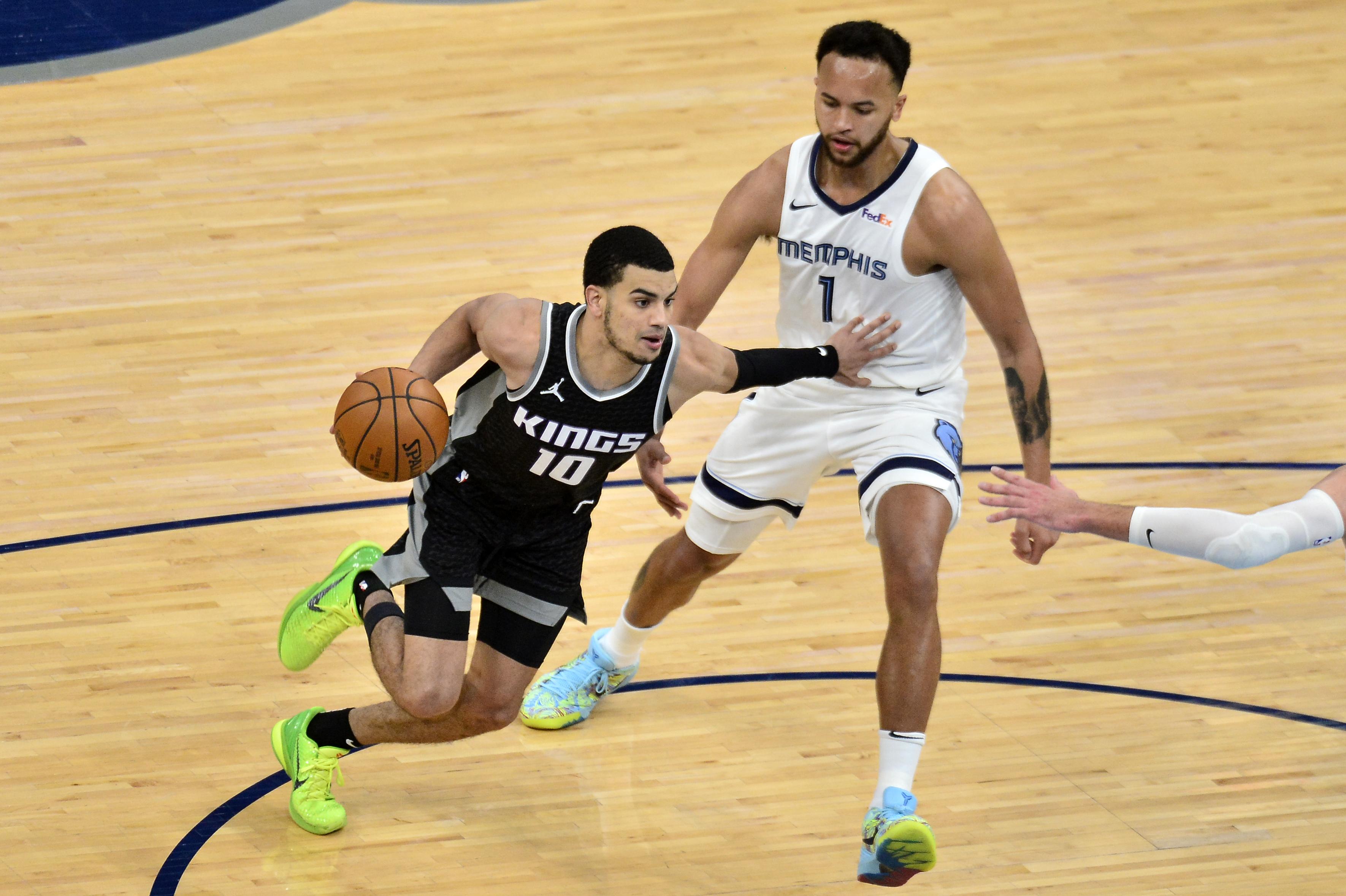 Sacramento Kings guard Justin James, wearing black, drives against Memphis Grizzlies forward Kyle Anderson
