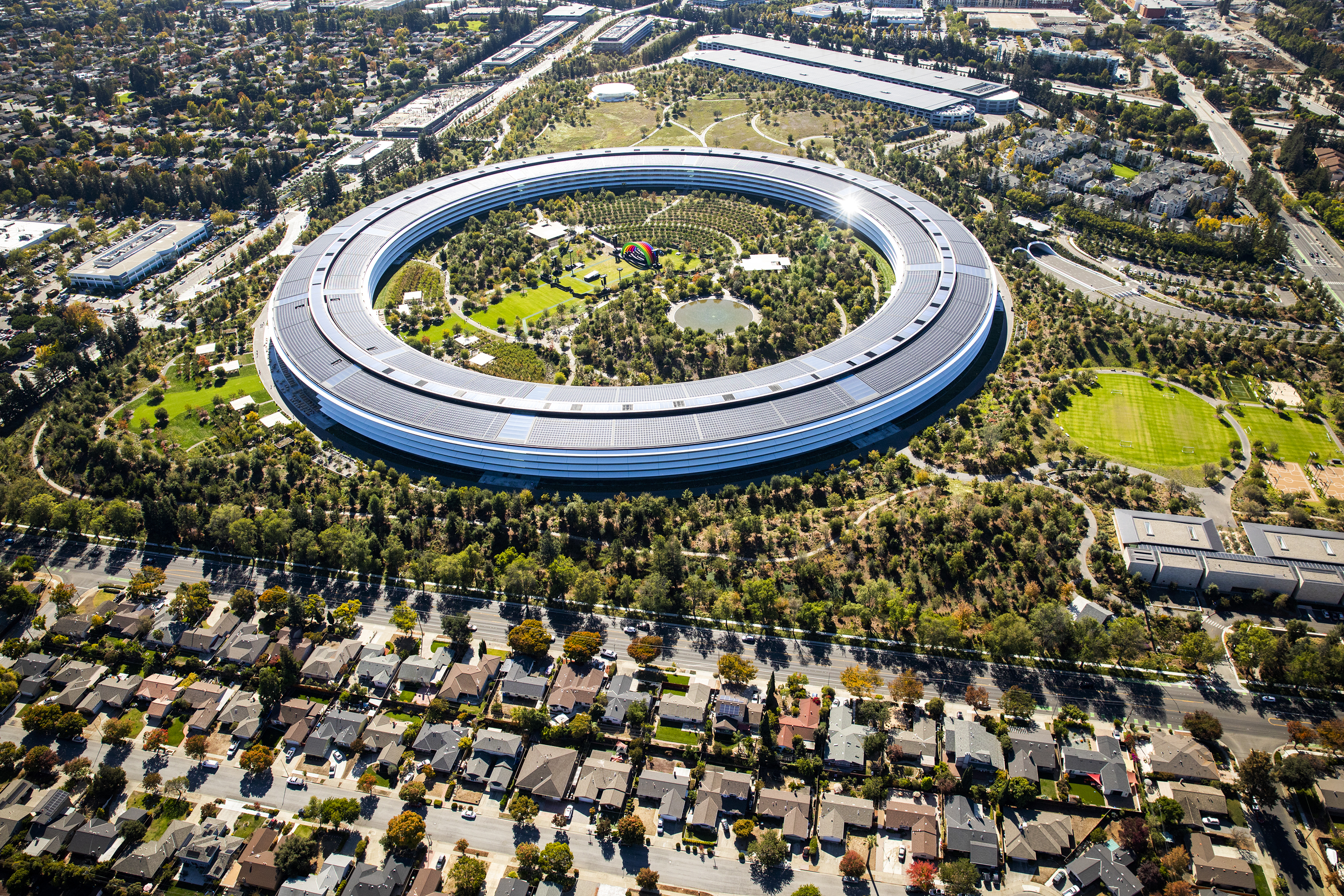 The ring-shaped Apple headquarters building in Cupertino, California, seen from the air.