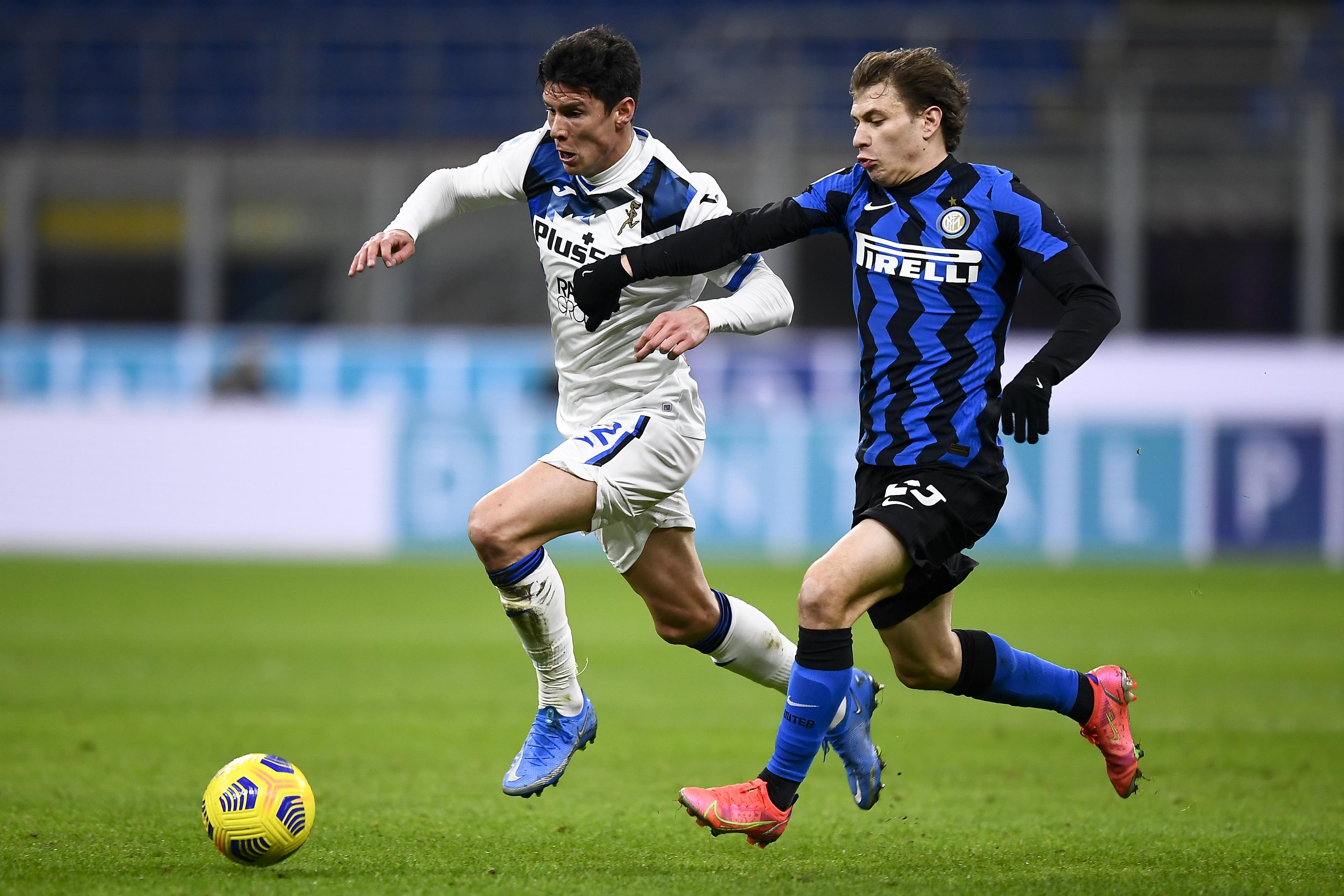 Matteo Pessina (L) of Atalanta BC is challenged by Nicolo...