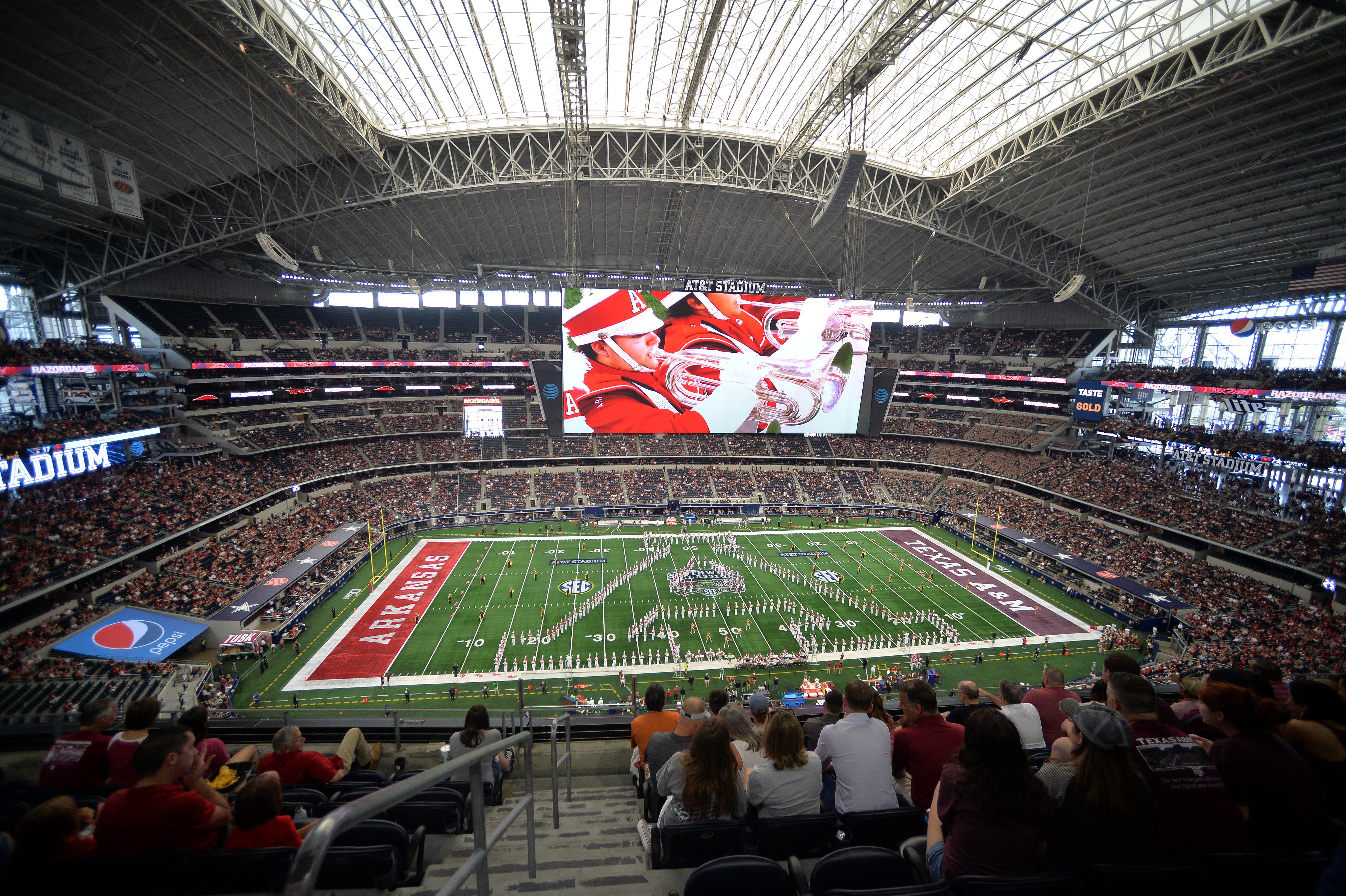 COLLEGE FOOTBALL: SEP 28 Southwest Classic - Texas A&M v Arkansas