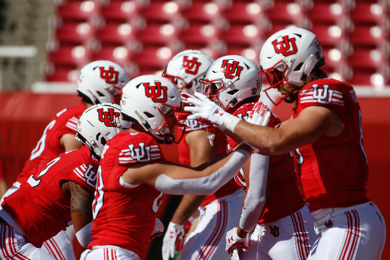 Utah football team warms-up
