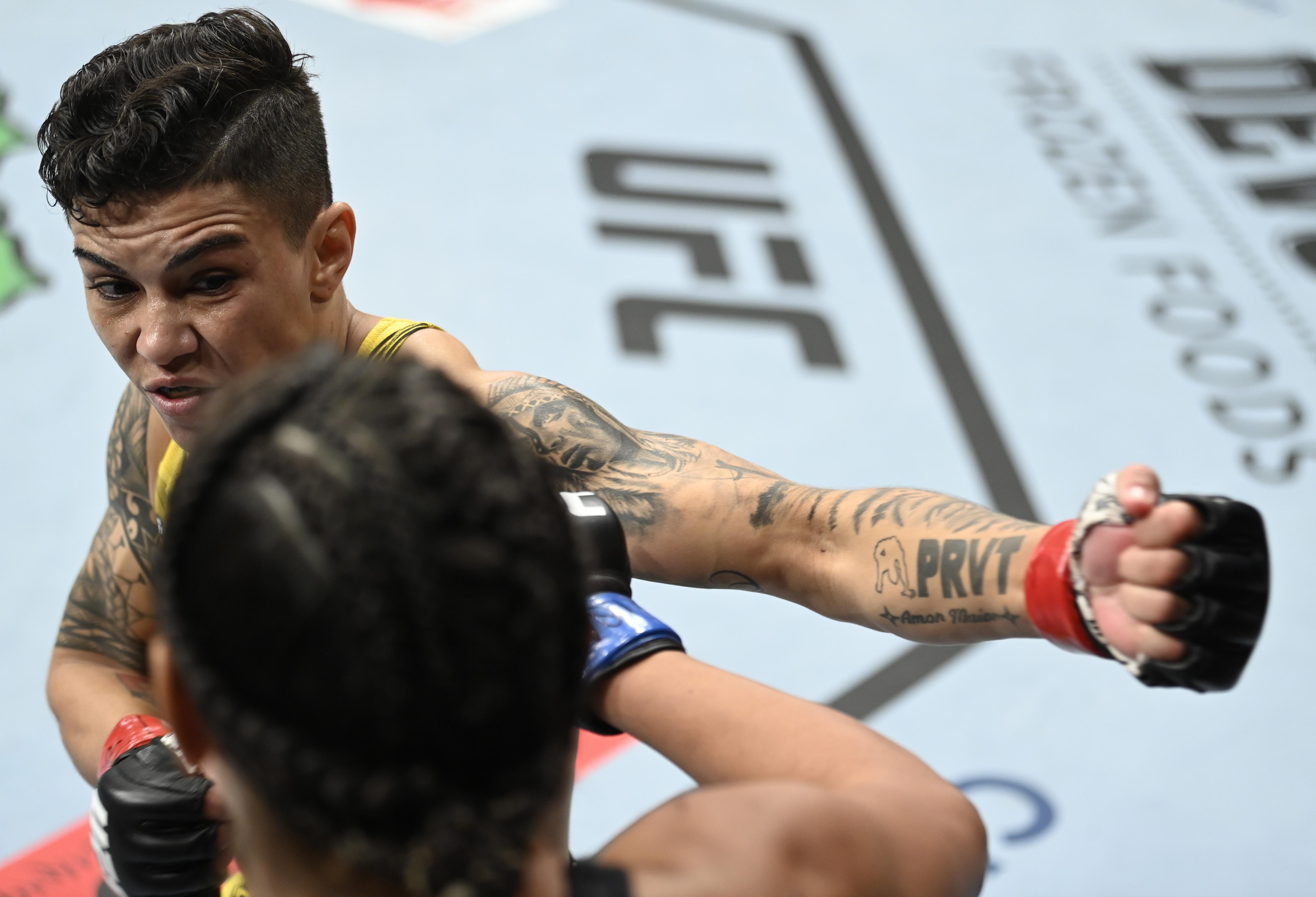Jessica Andrade TKO'd Cynthia Calvillo at UFC 266,