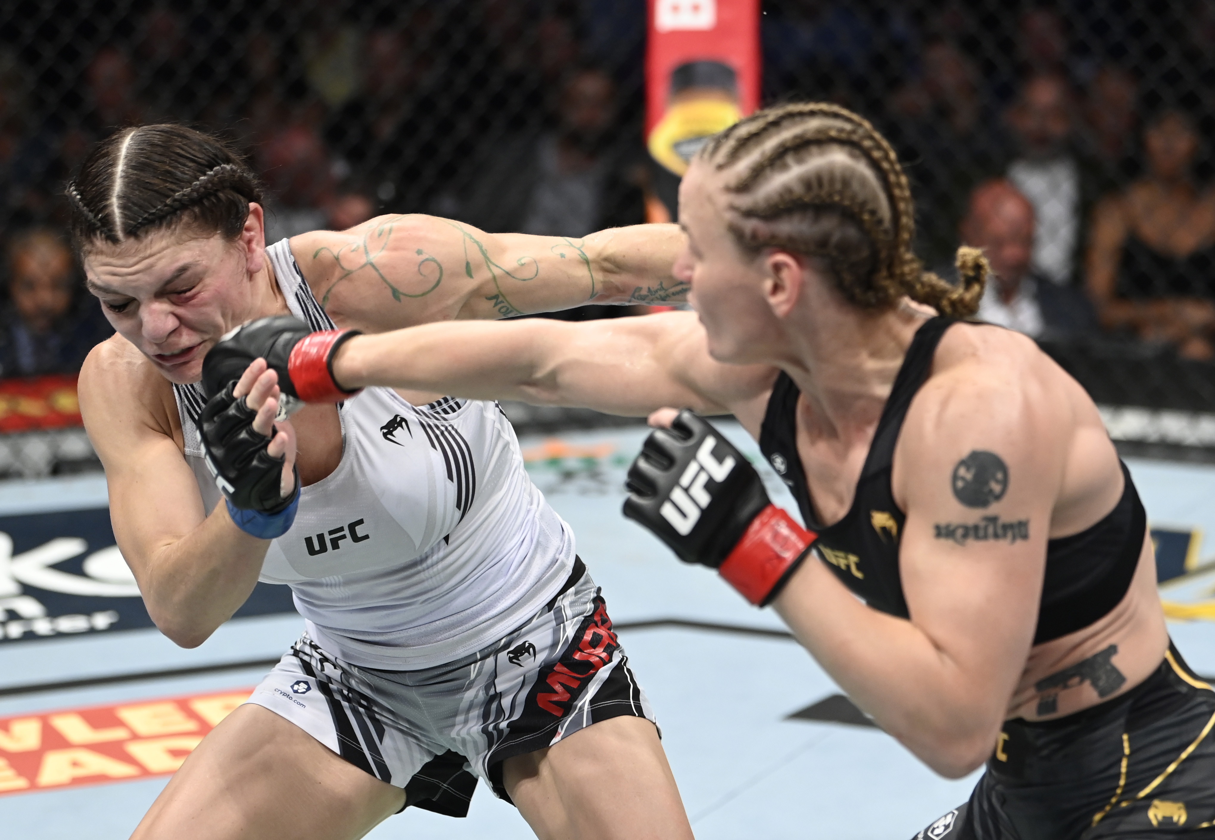 Valentina Shevchenko stopped Lauren Murphy in Round 4 of the UFC 266 co-main event.
