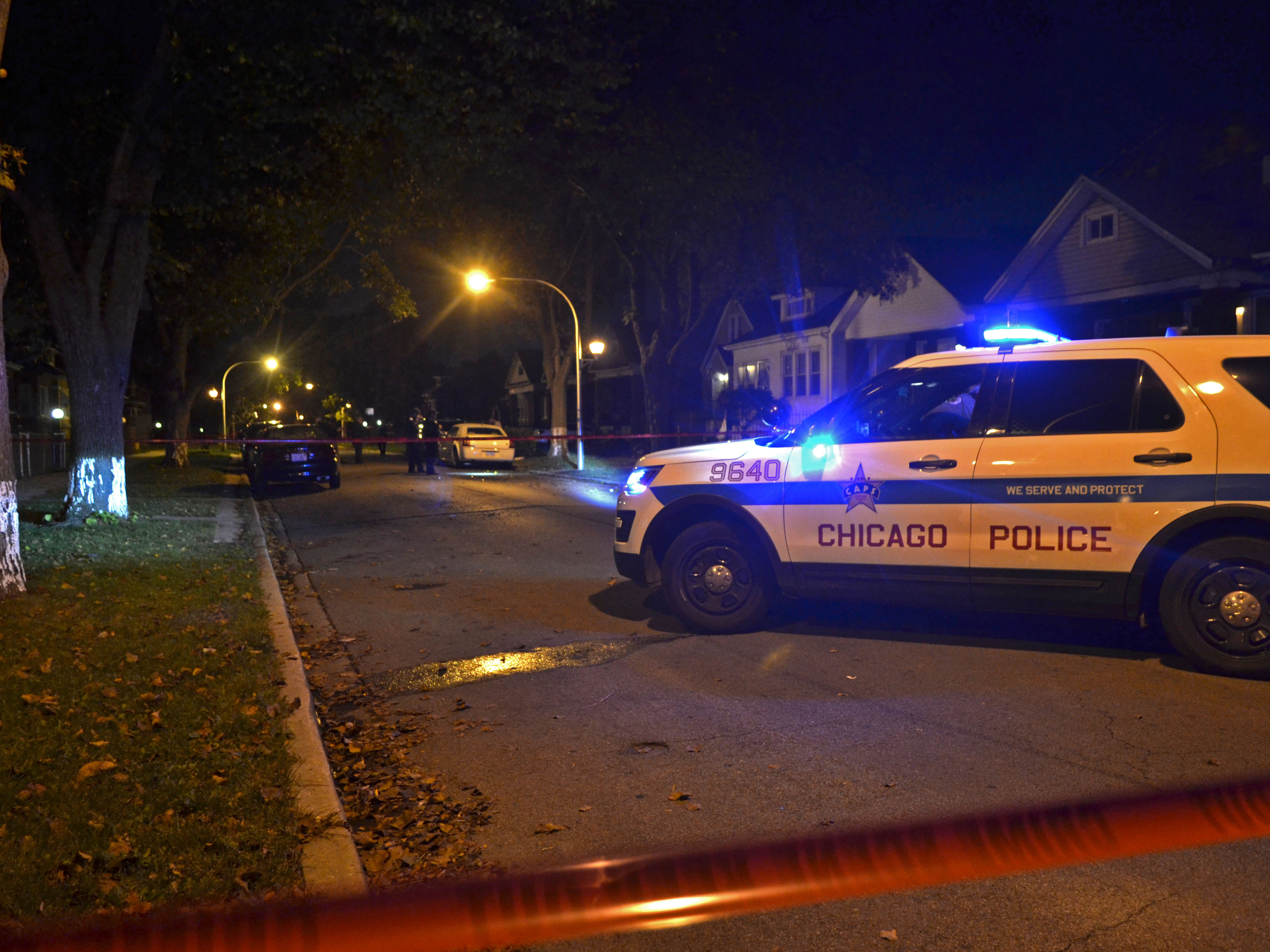Police investigate a homicide about 1:30 a.m. Wednesday, October 3, 2018 in the 9100 block of South Ellis Ave in Chicago. | Justin Jackson/ Sun-Times