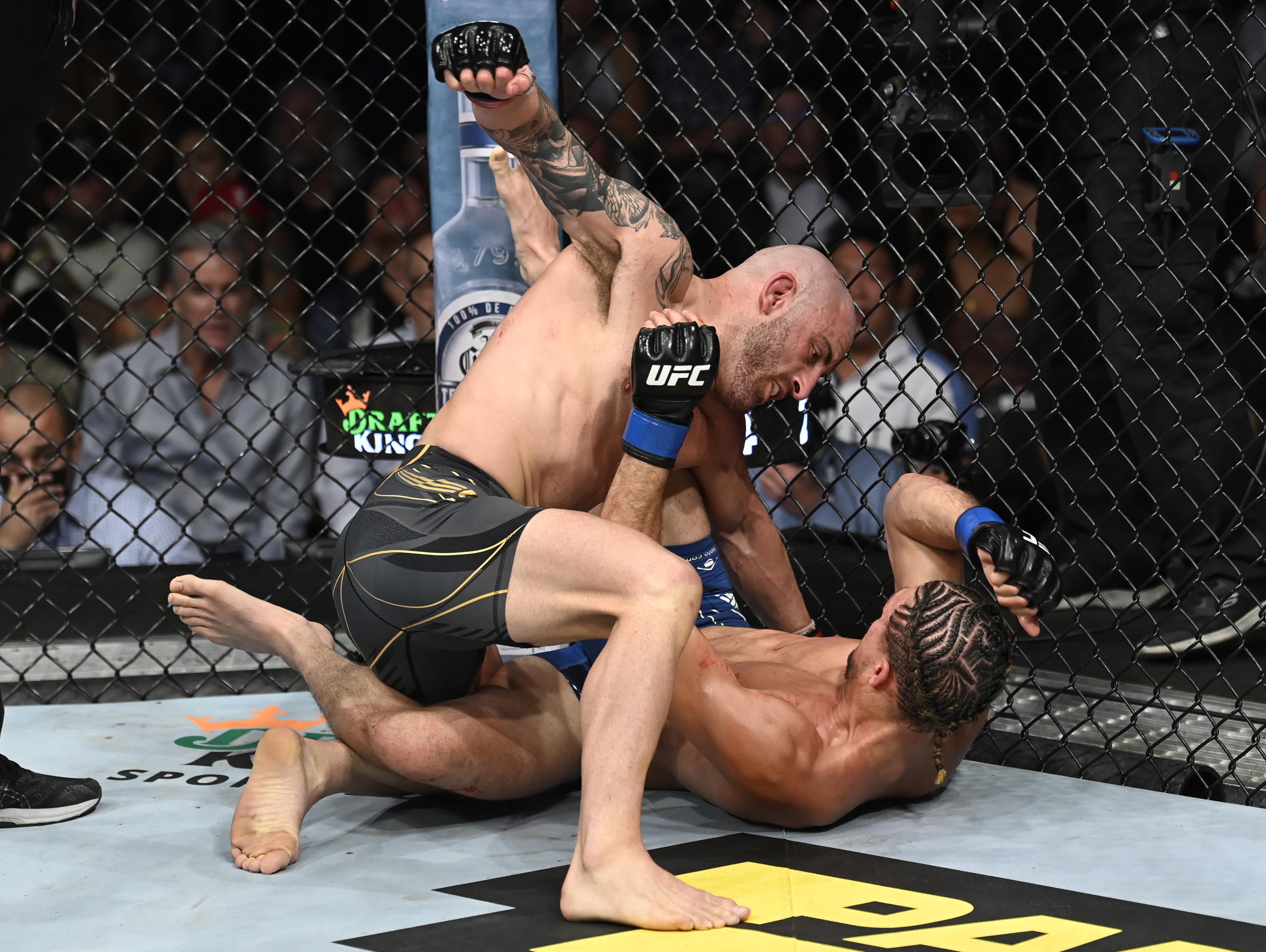 Alexander Volkanovski defeated Brian Ortega at UFC 266.