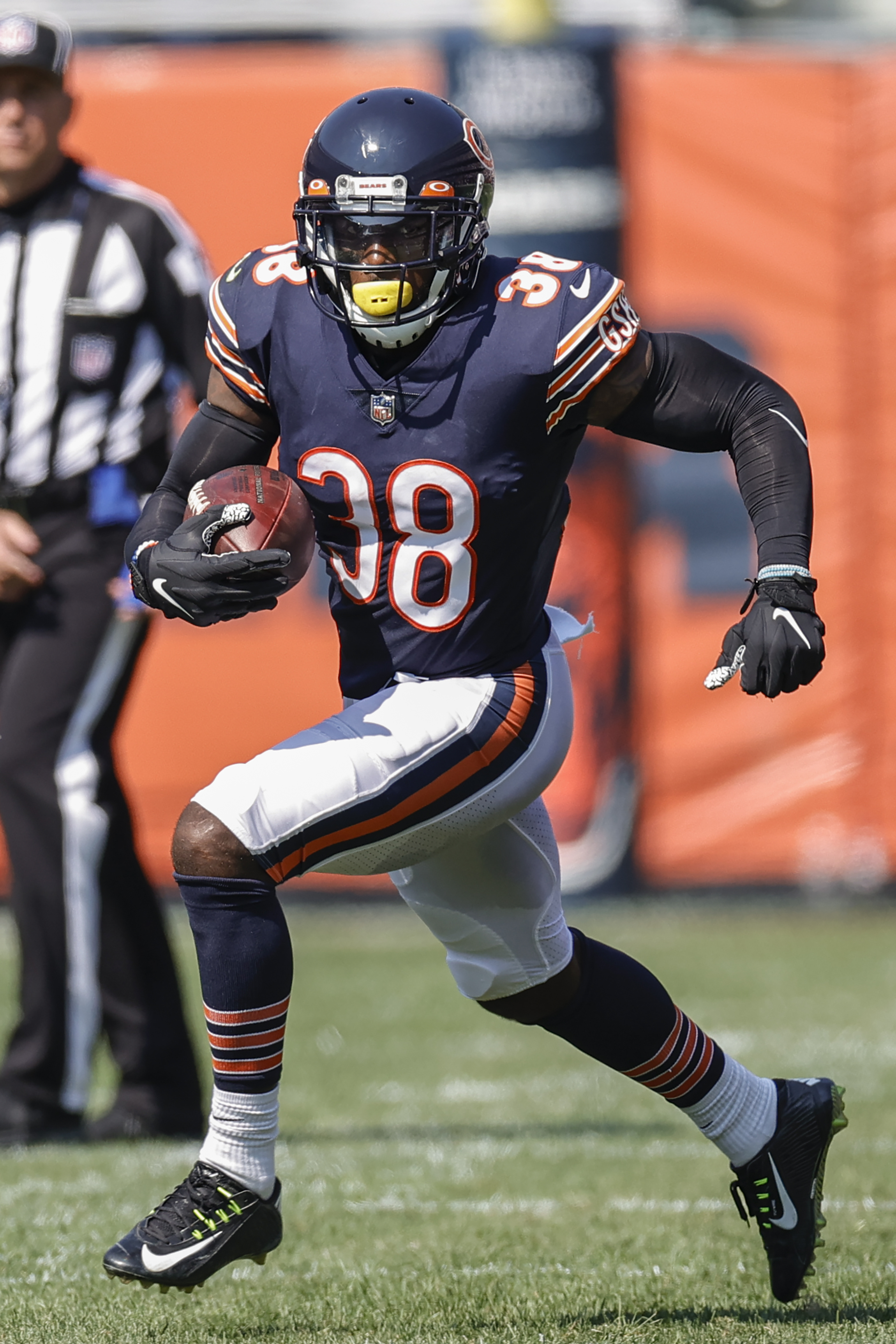 Bears safety Tashaun Gipson runs with the ball after recovering a fumble against the Bengals.