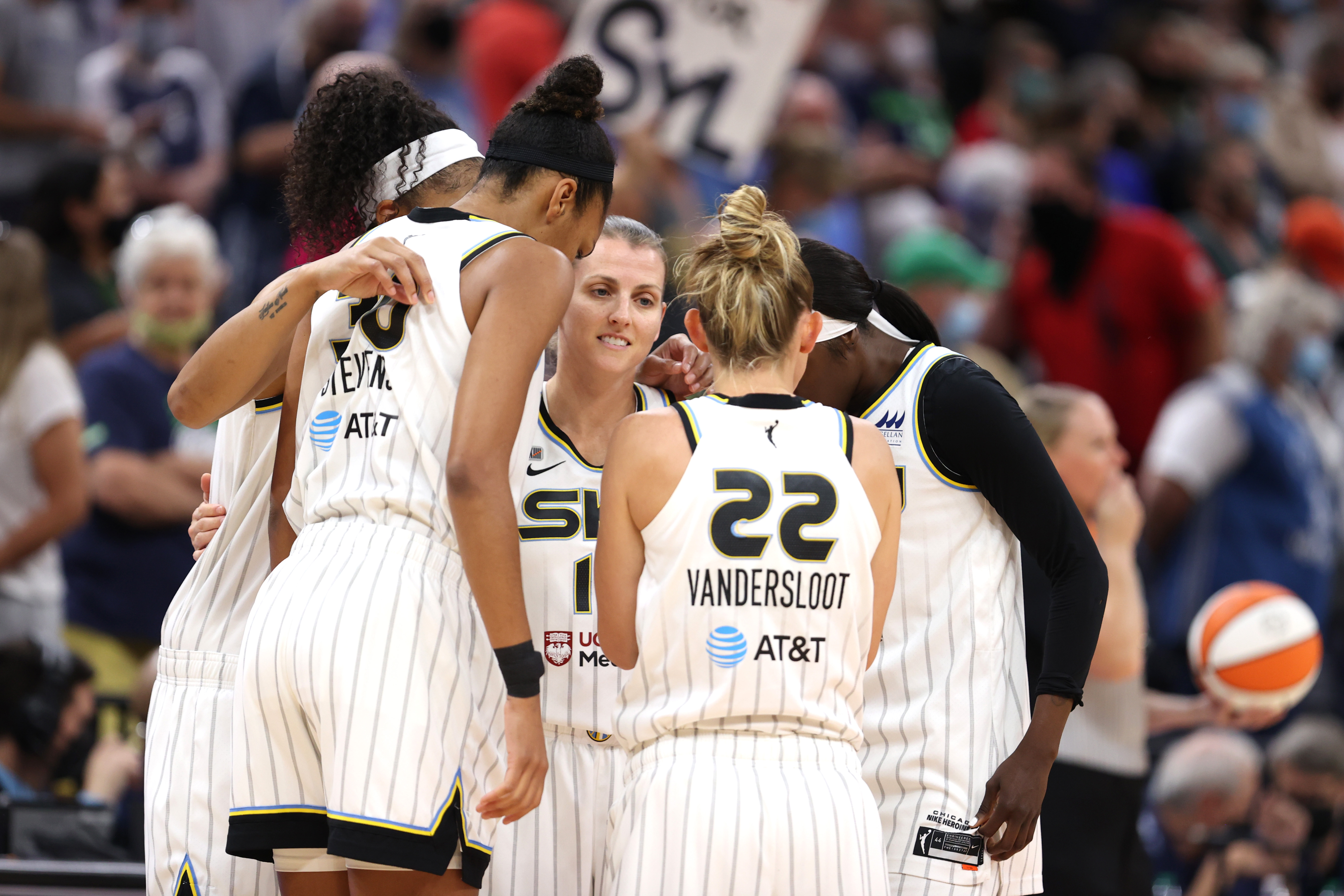 The Sky's Allie Quigley huddles up with teammates before Sunday's playoff win over the Minnesota Lynx.