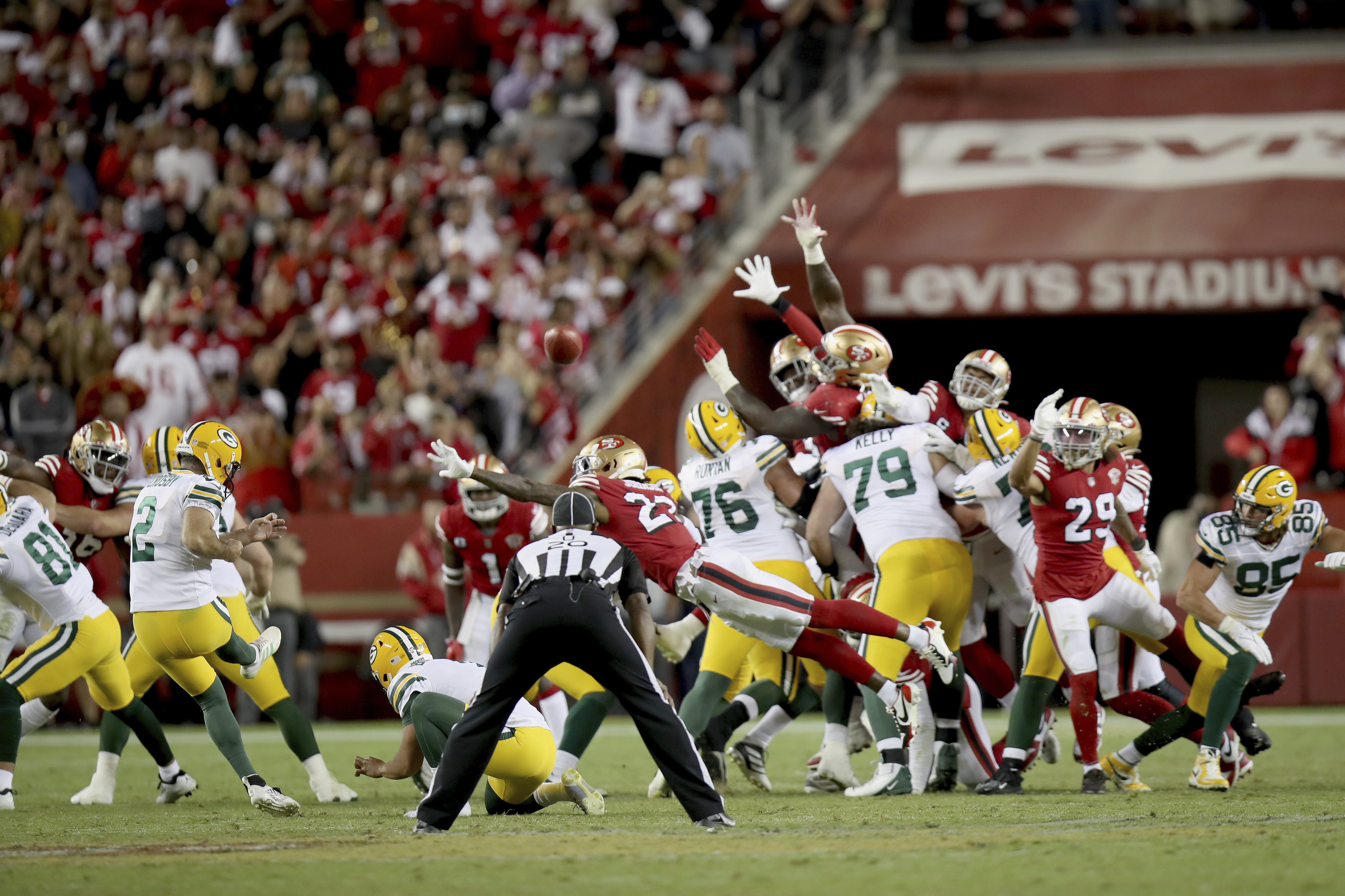 Green Bay Packers' Mason Crosby converts game-winning field goal in the fourth quarter against the San Francisco 49ers.