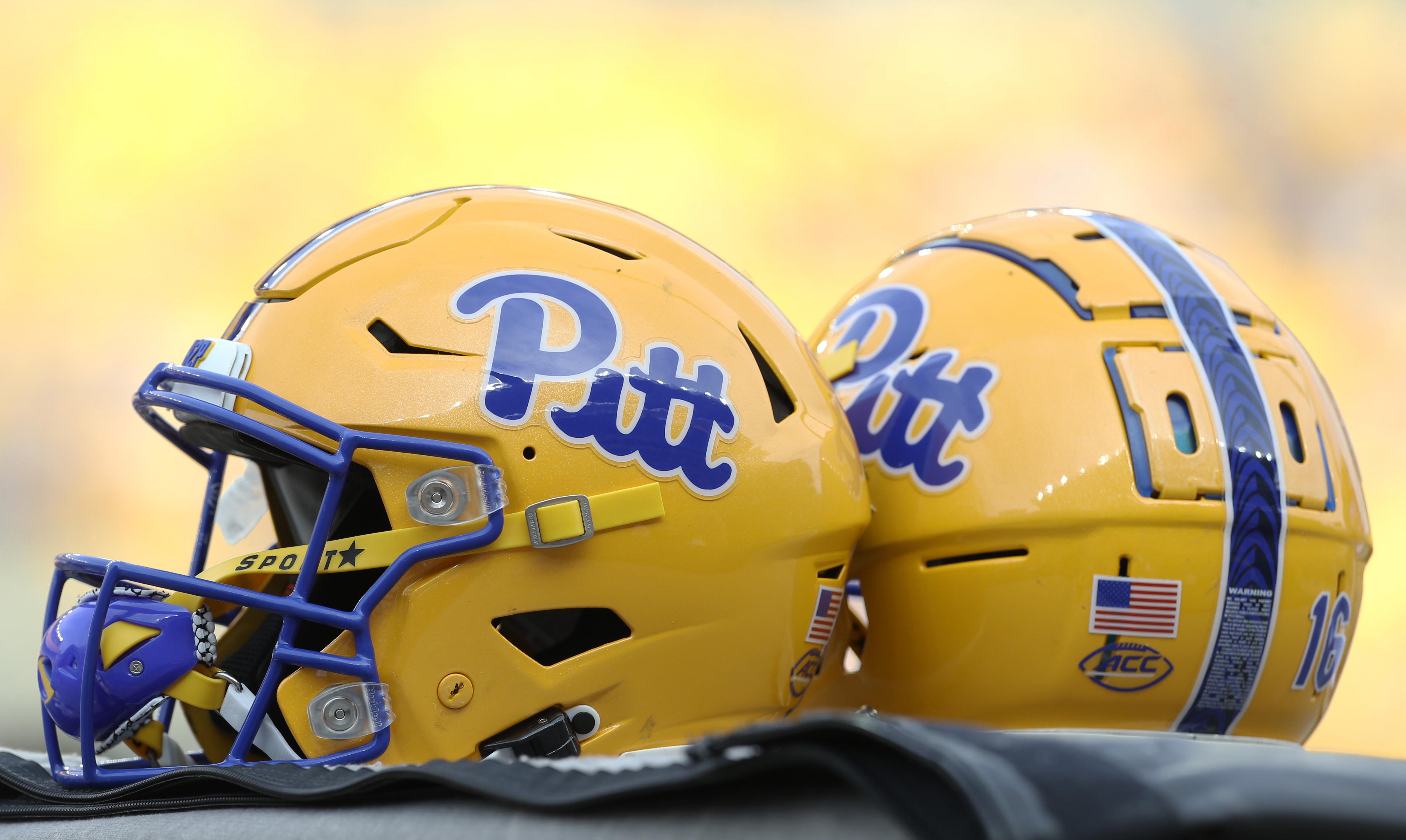 NCAA Football: Massachusetts at Pittsburgh