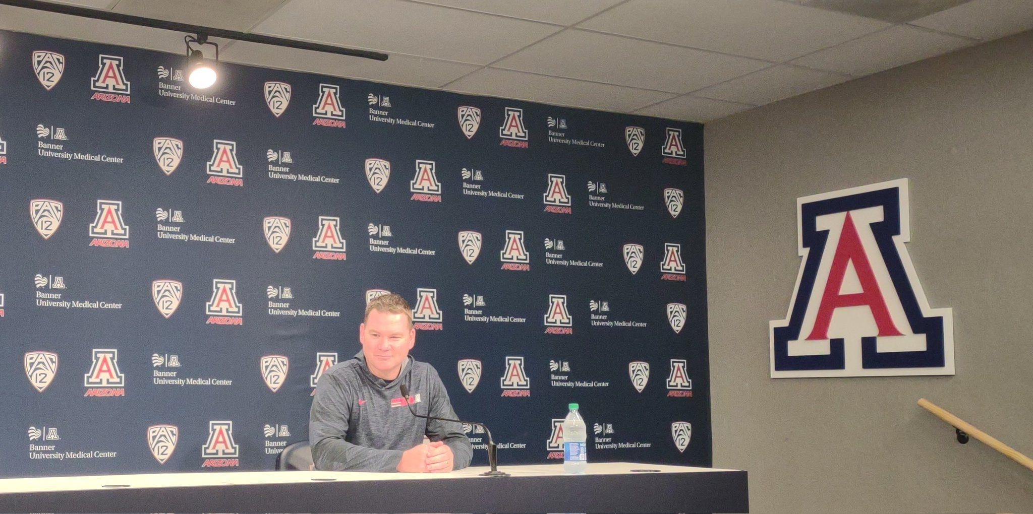 arizona-wildcats-mens-basketball-tommy-lloyd-press-conference-preseason-practice-tempo-red-blue-2021