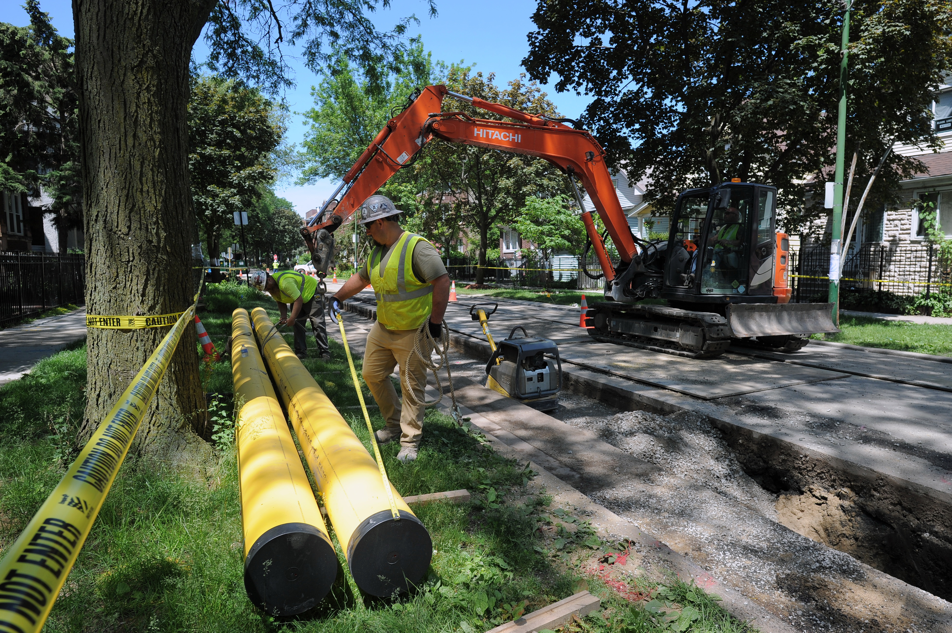 A Peoples Gas crew installing a new 12-inch main in Albany Park. Gas has been cheap in the United States for more than a decade, a result of the vast supply producers unlocked through fracking in shale formations. Low gas prices have contributed to low electricity prices. But gas prices have soared in the past month because of disruptions to gas infrastructure from Hurricane Ida and a hot summer that boosted gas demand and economic growth, as the country emerges from the coronavirus pandemic.