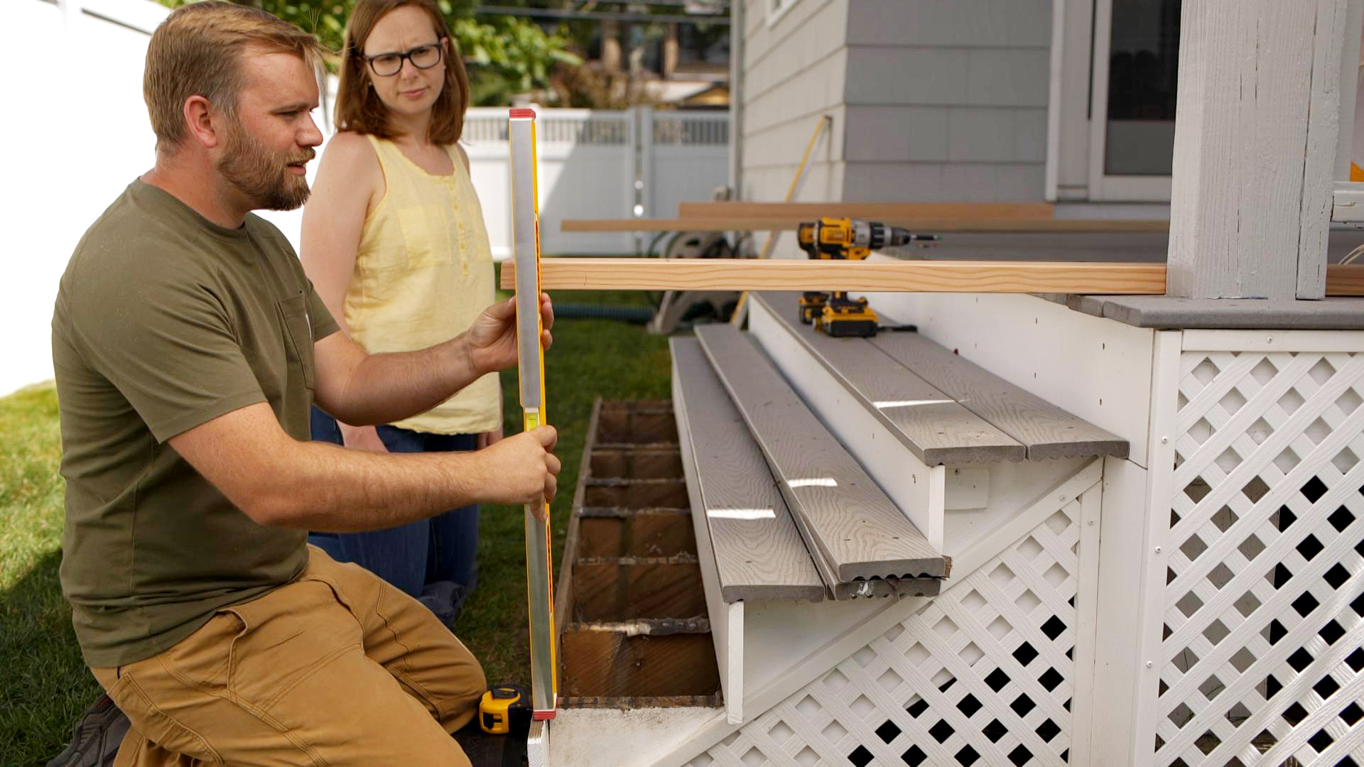 S20 E1, Nathan Gilbert builds deck stairs