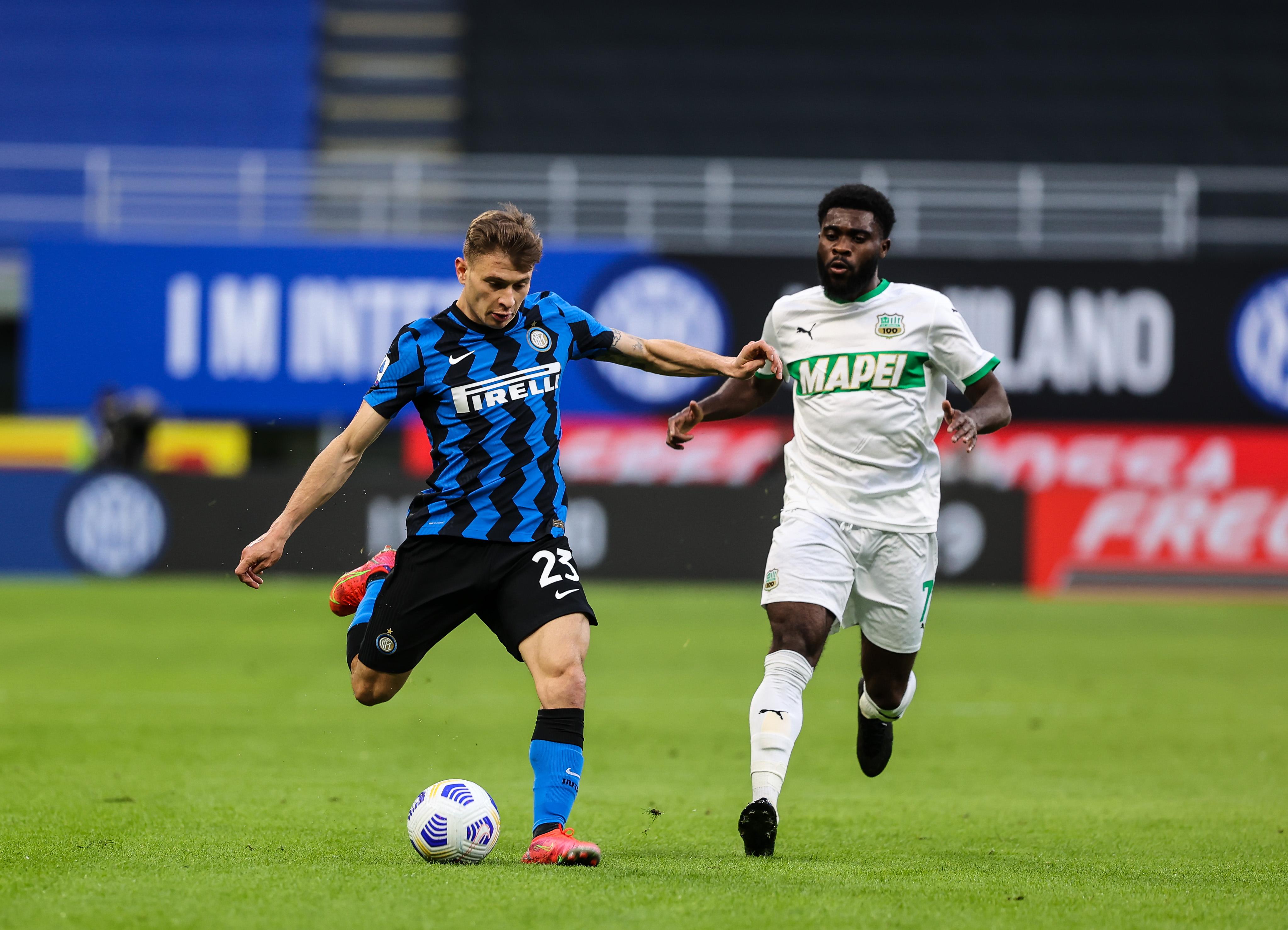 Nicolo Barella of FC Internazionale and Jeremie Boga of US...