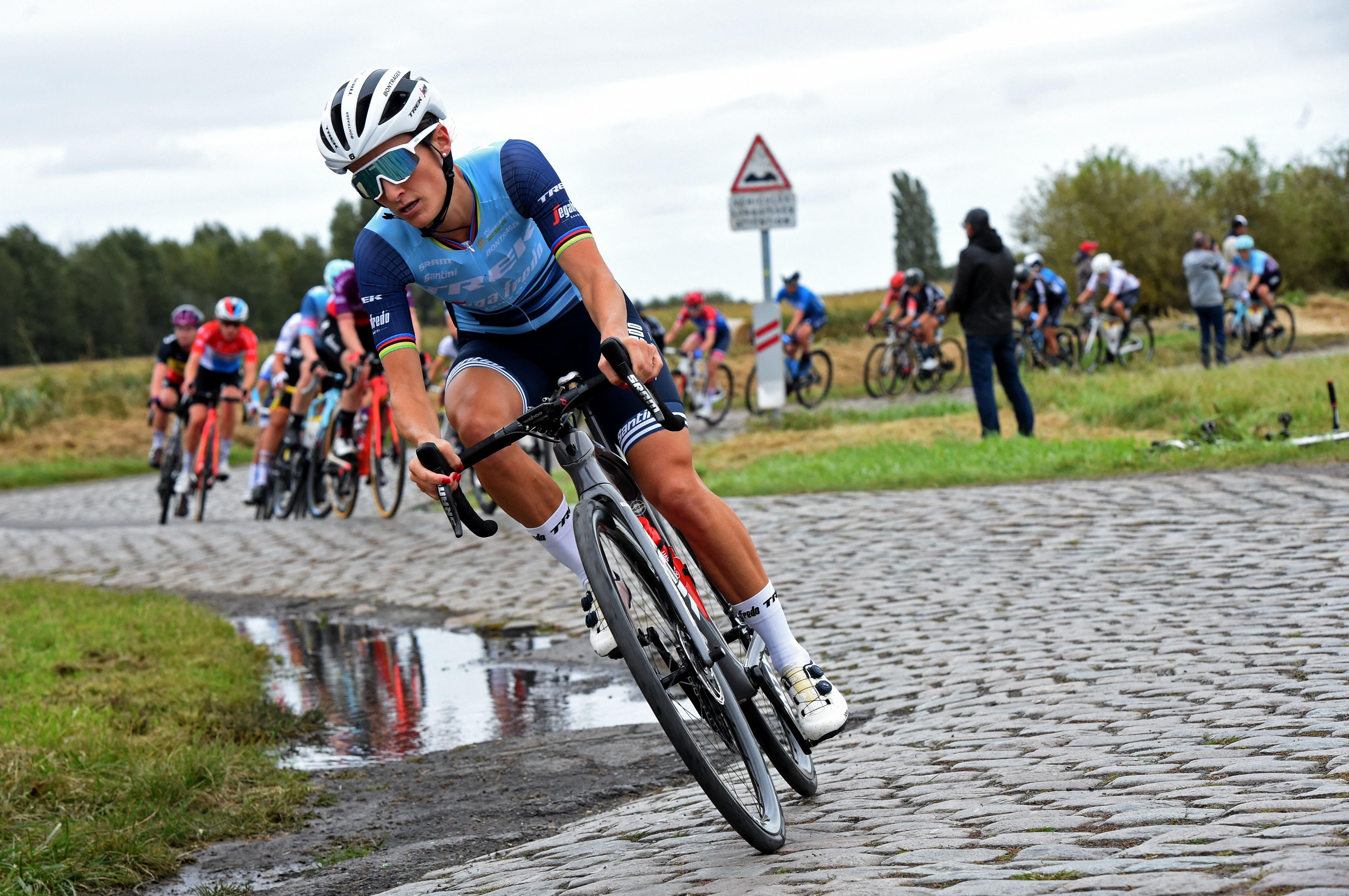 TOPSHOT-CYCLING-WOMEN-RACE-PARIS ROUBAIX