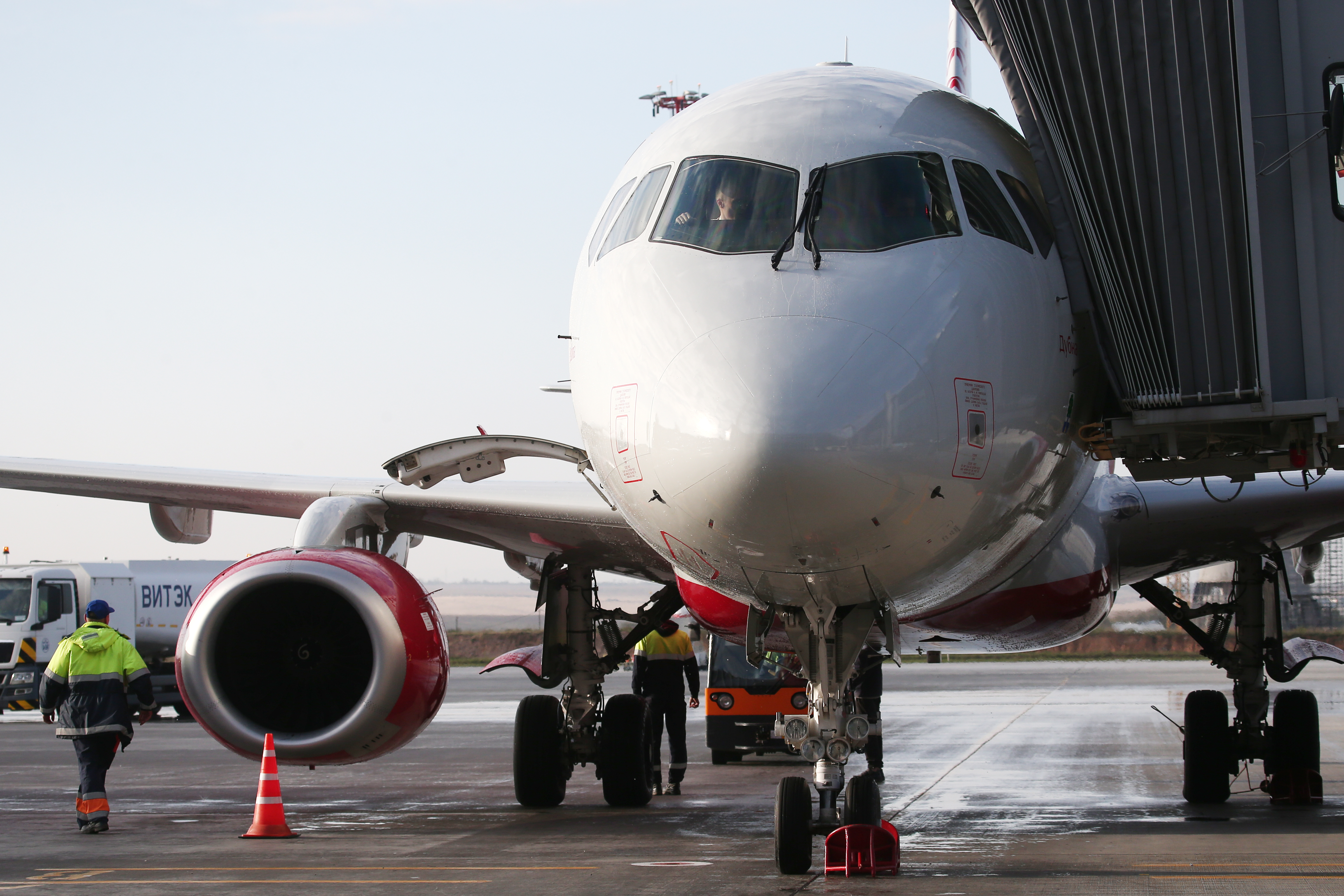 6,000,000th passenger of Rossiya Airlines welcomed at Simferopol Airport in Crimea