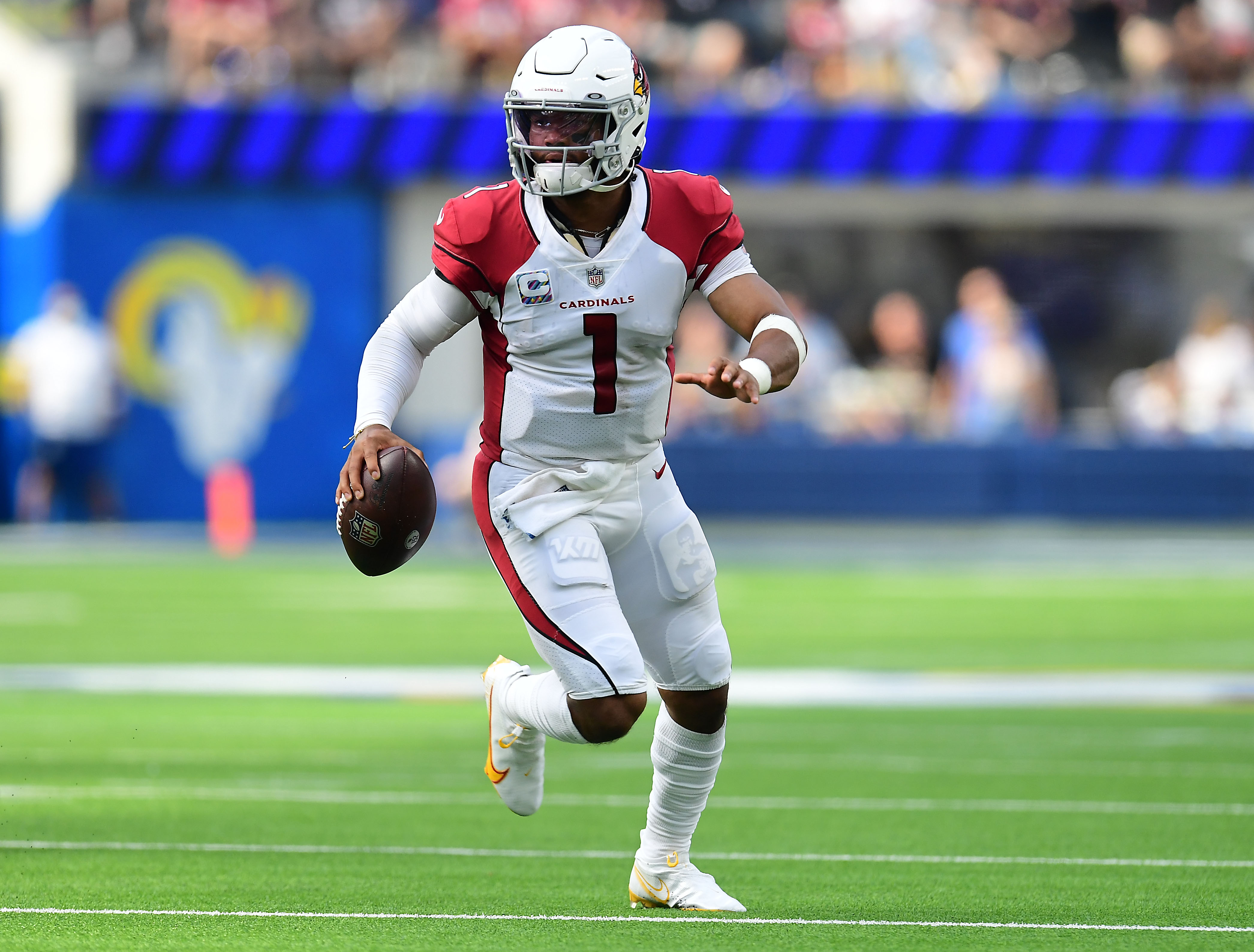 Arizona Cardinals quarterback Kyler Murray (1) moves out to pass against the Los Angeles Rams during the first half at SoFi Stadium.