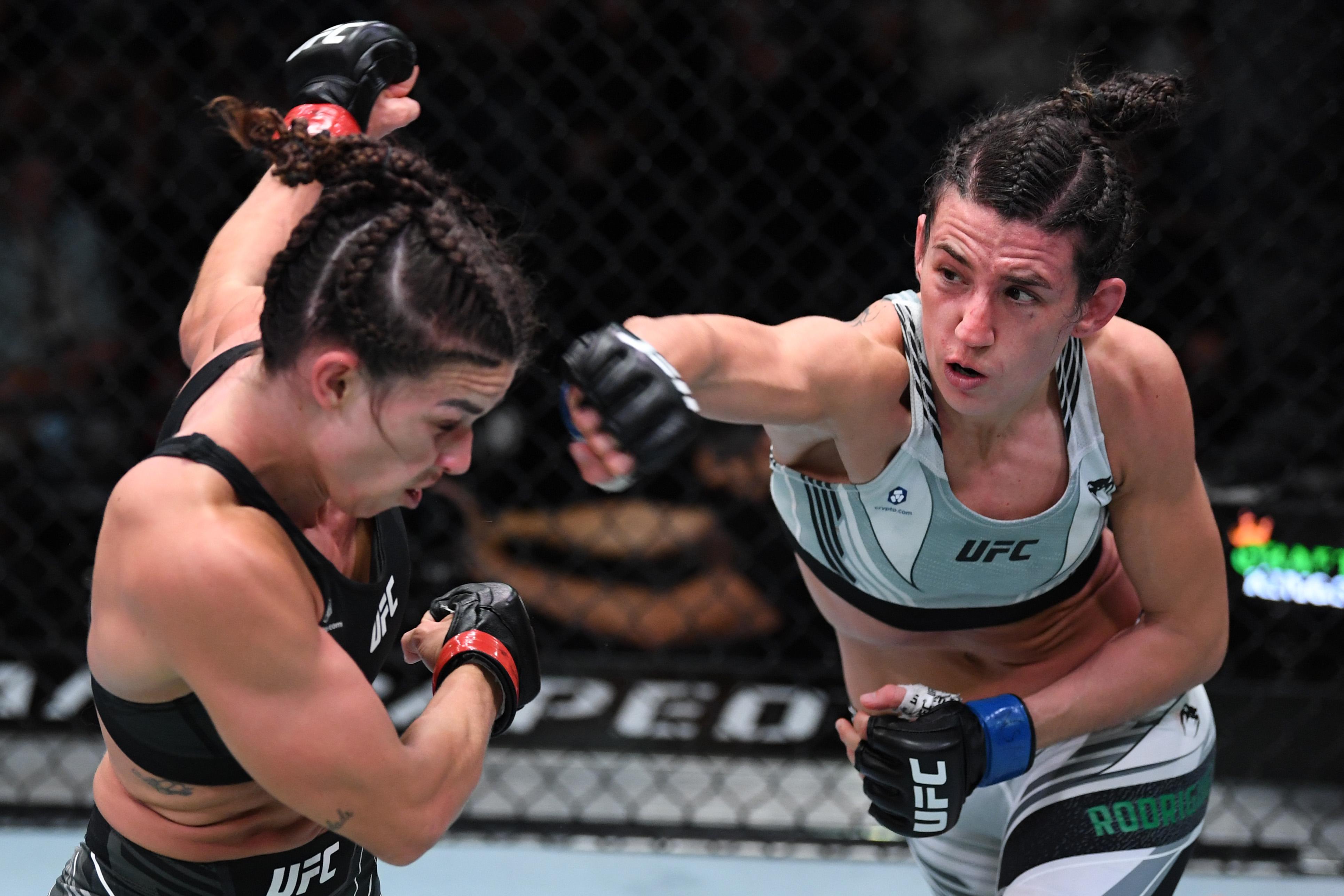 Marina Rodriguez defeats Mackenzie Dern at UFC Vegas 39.