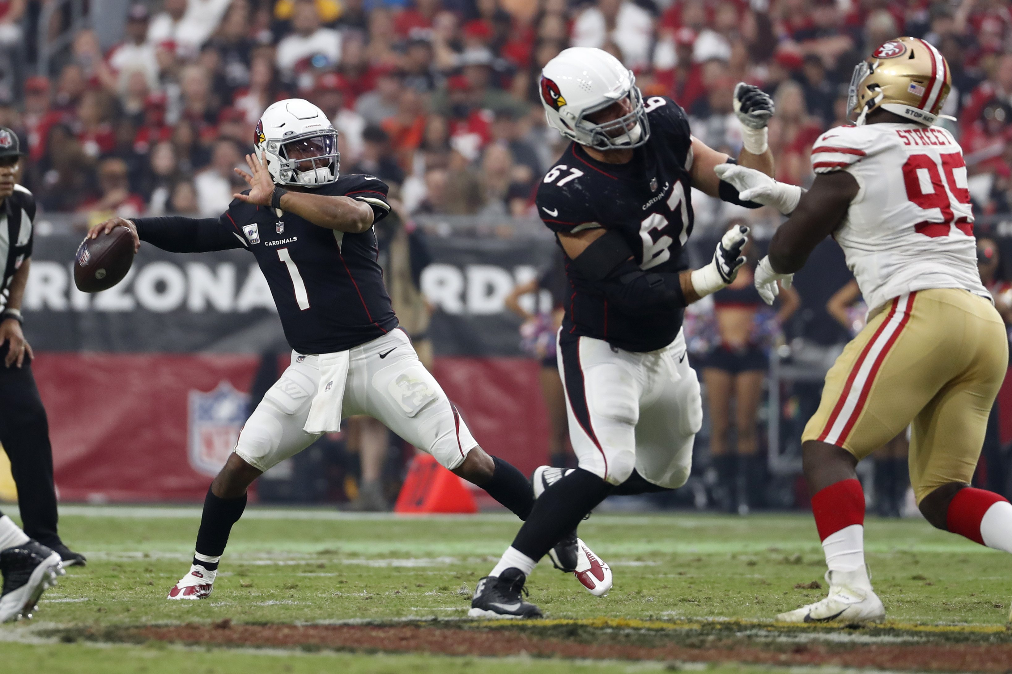 Arizona Cardinals quarterback Kyler Murray (1) throws a pass during the second half against the San Francisco 49ers at State Farm Stadium.