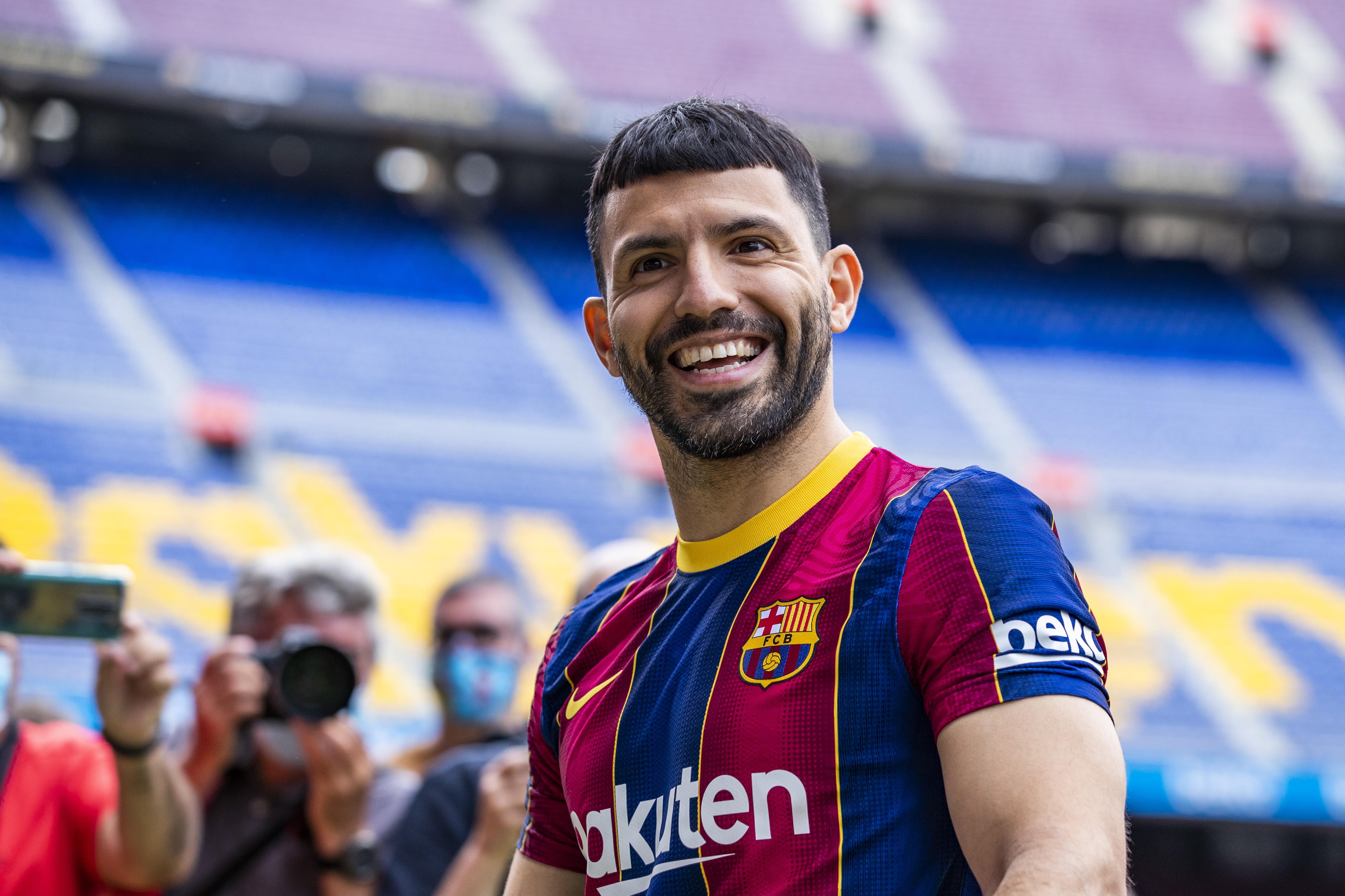 "Sergio ""Kun"" Aguero Signing For FC Barcelona"