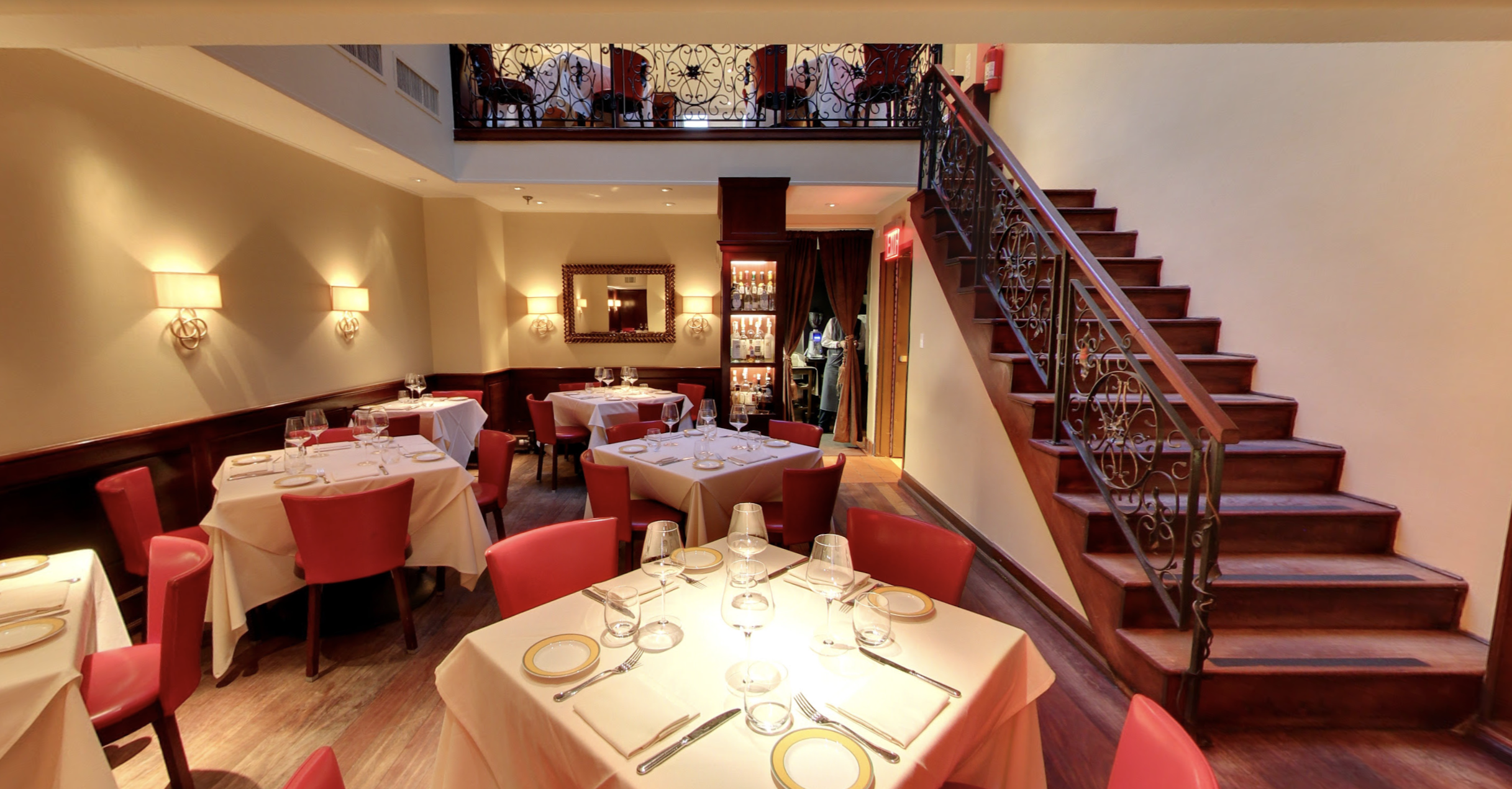 A screenshot of a Google Maps tour of the white tablecloth dining room at Felidia, a decades-old Italian restaurant in Midtown.