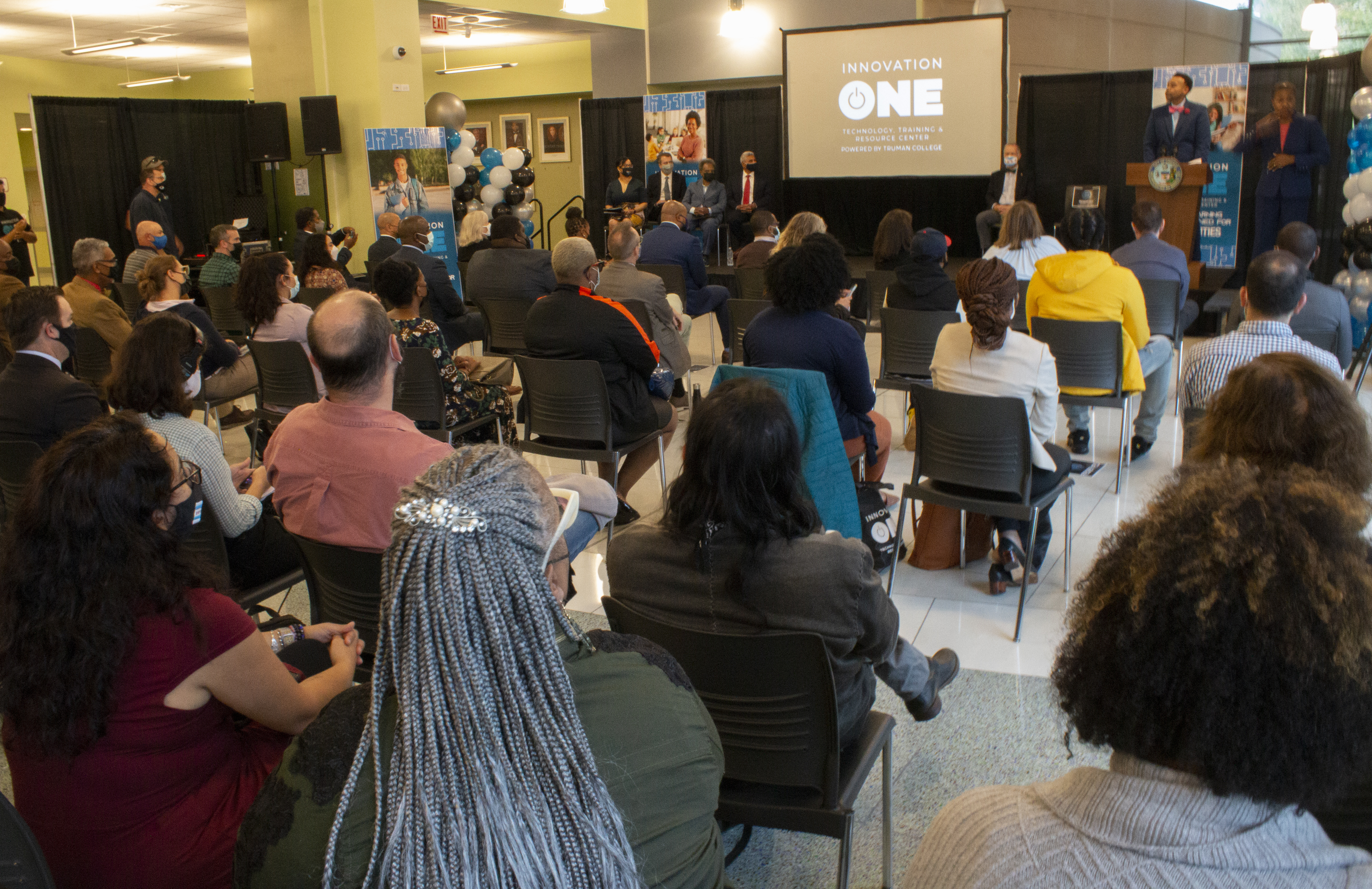 City Colleges of Chicago and other City leaders hold a press conference to announce the grand opening of Innovation One: Technology, Training and Resource Center at Truman College. | Brian Rich/Sun-Times