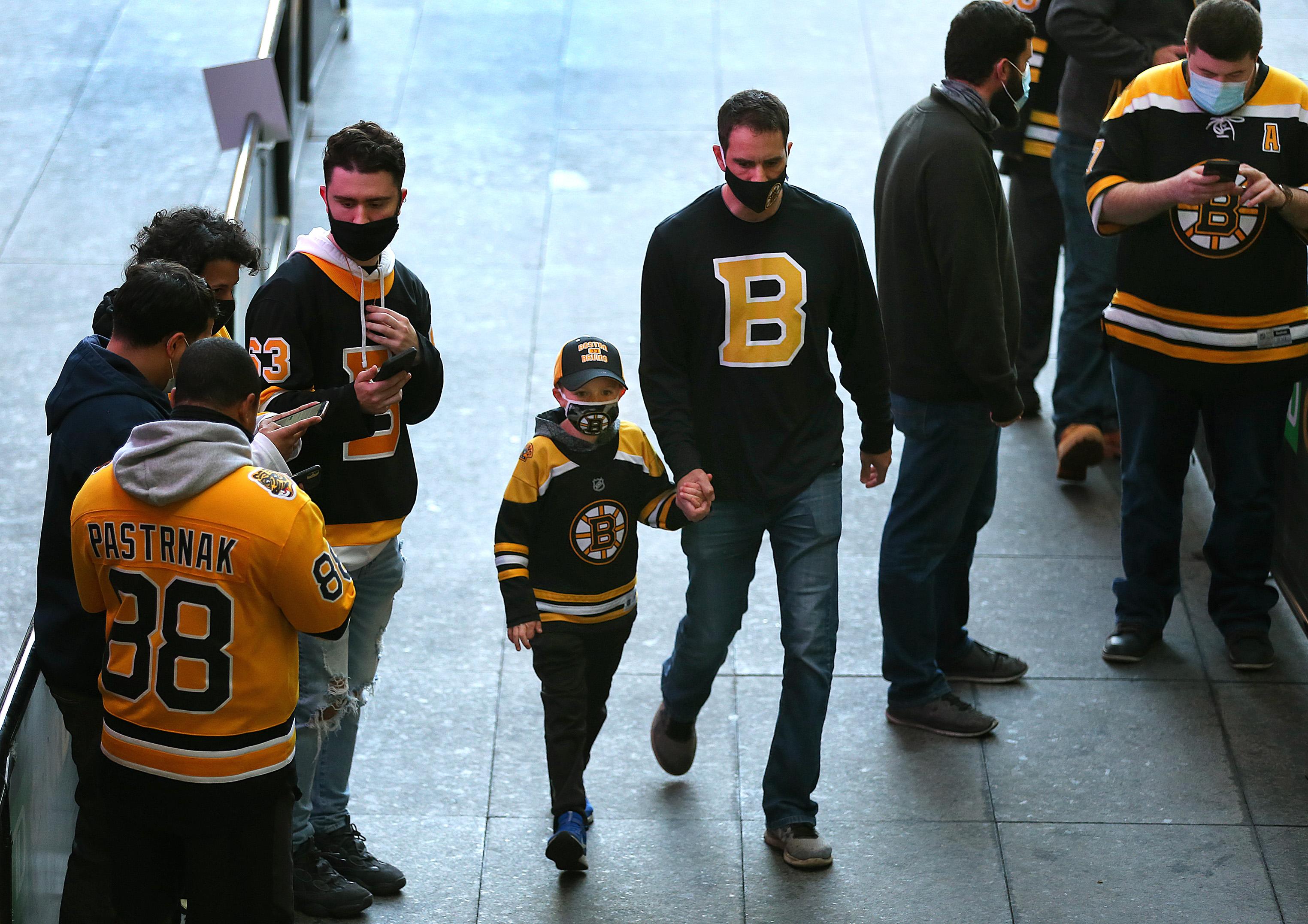 NY Islanders Vs Boston Bruins At TD Garden