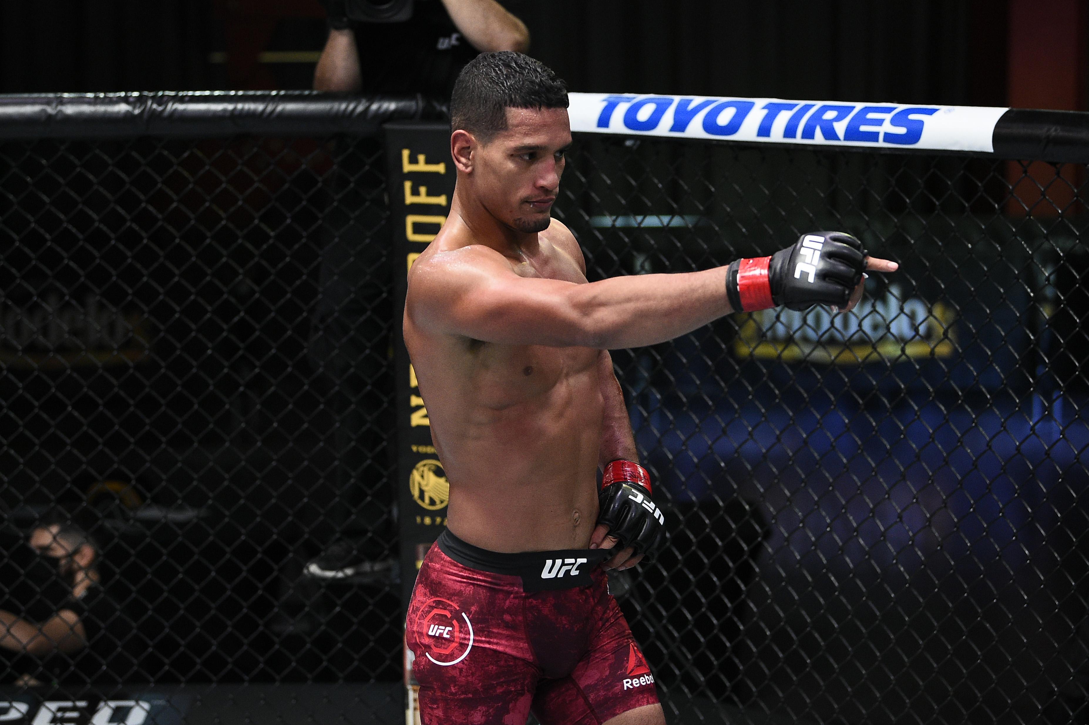 UFC Fight Night: Baeza v Sato