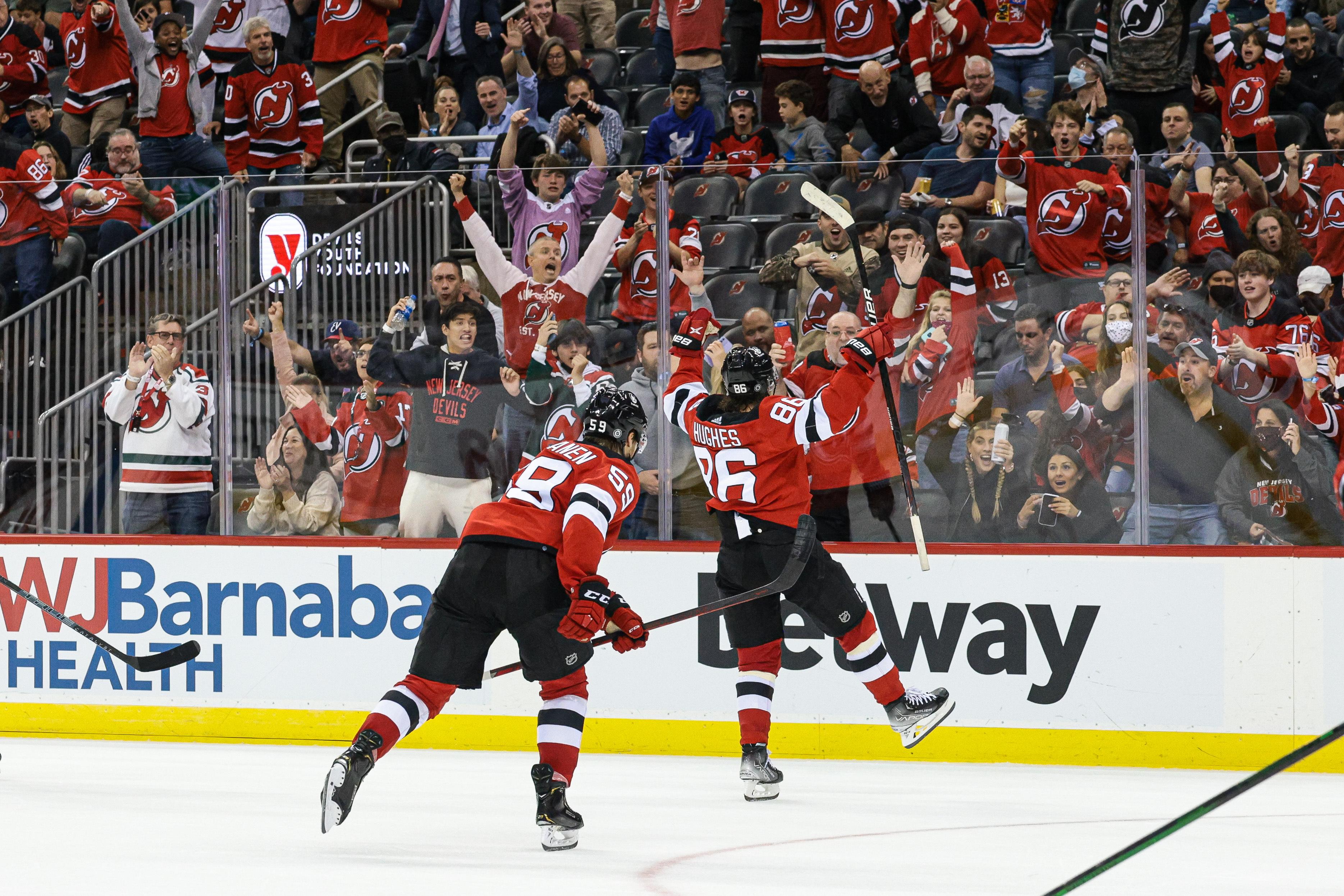 NHL: Chicago Blackhawks at New Jersey Devils