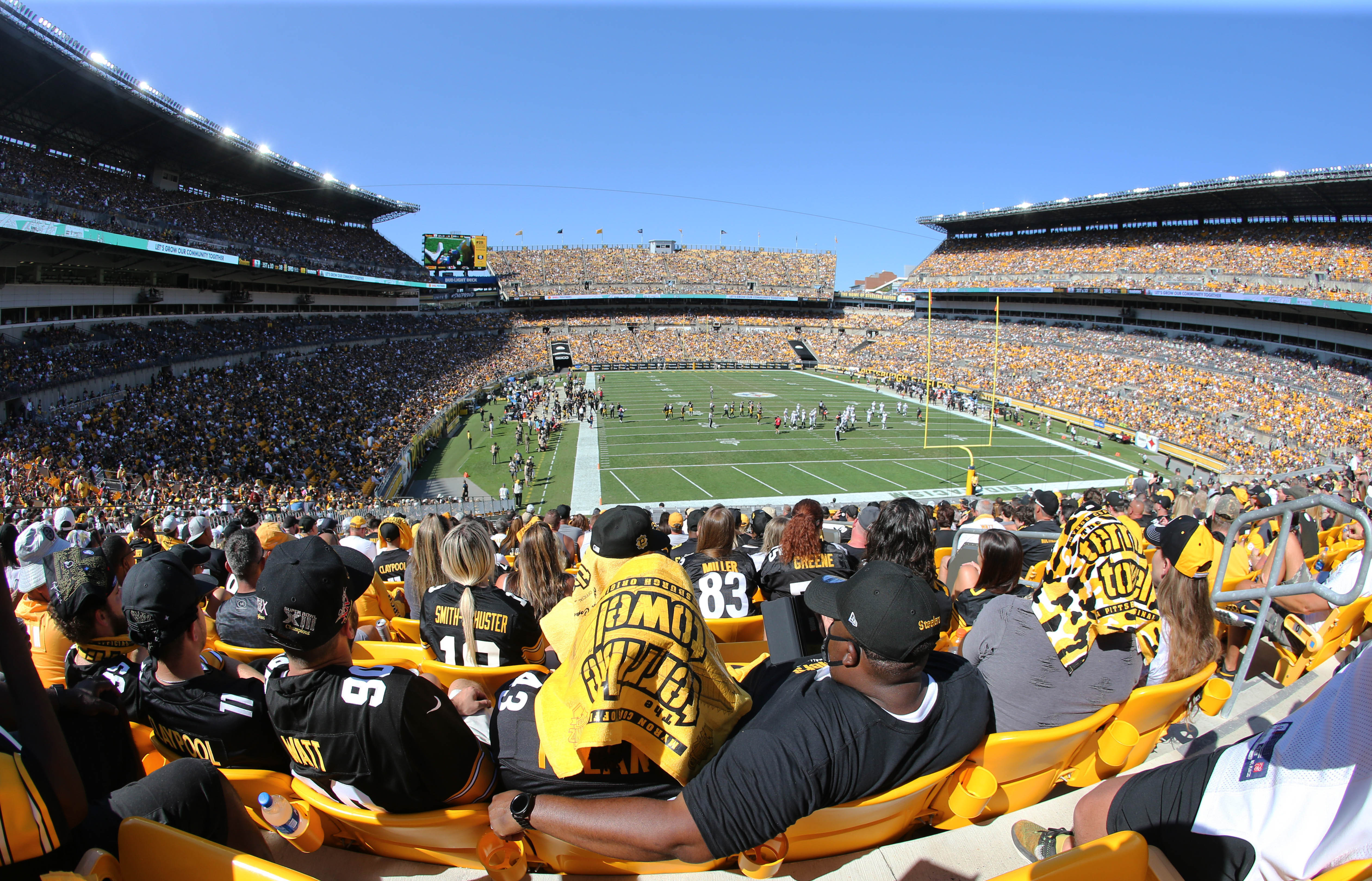 General view as the Las Vegas Raiders play the Pittsburgh Steelers during the third quarter at Heinz Field.