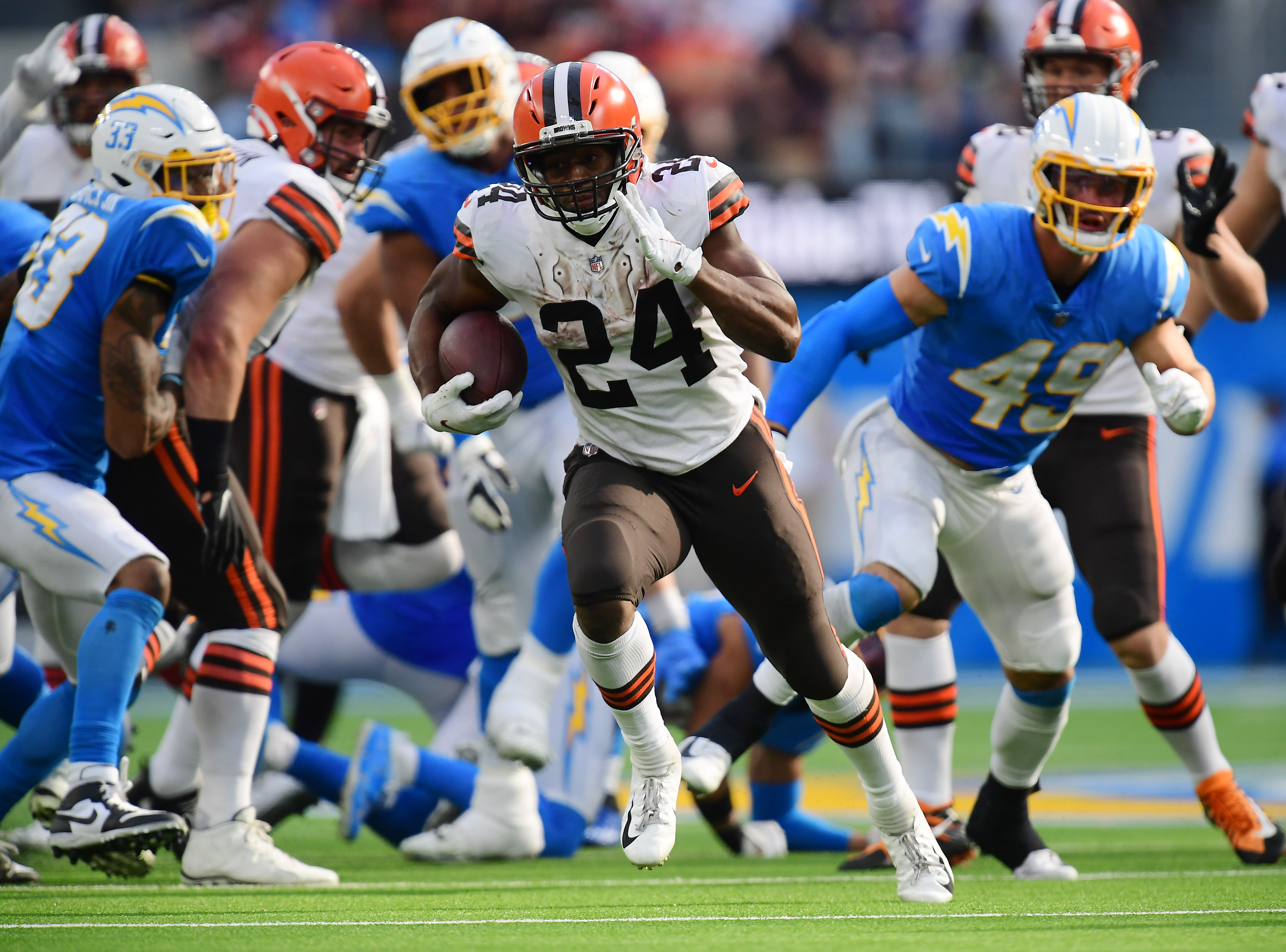 Cleveland Browns running back Nick Chubb (24) runs the ball against the Los Angeles Chargers during the second half at SoFi Stadium.