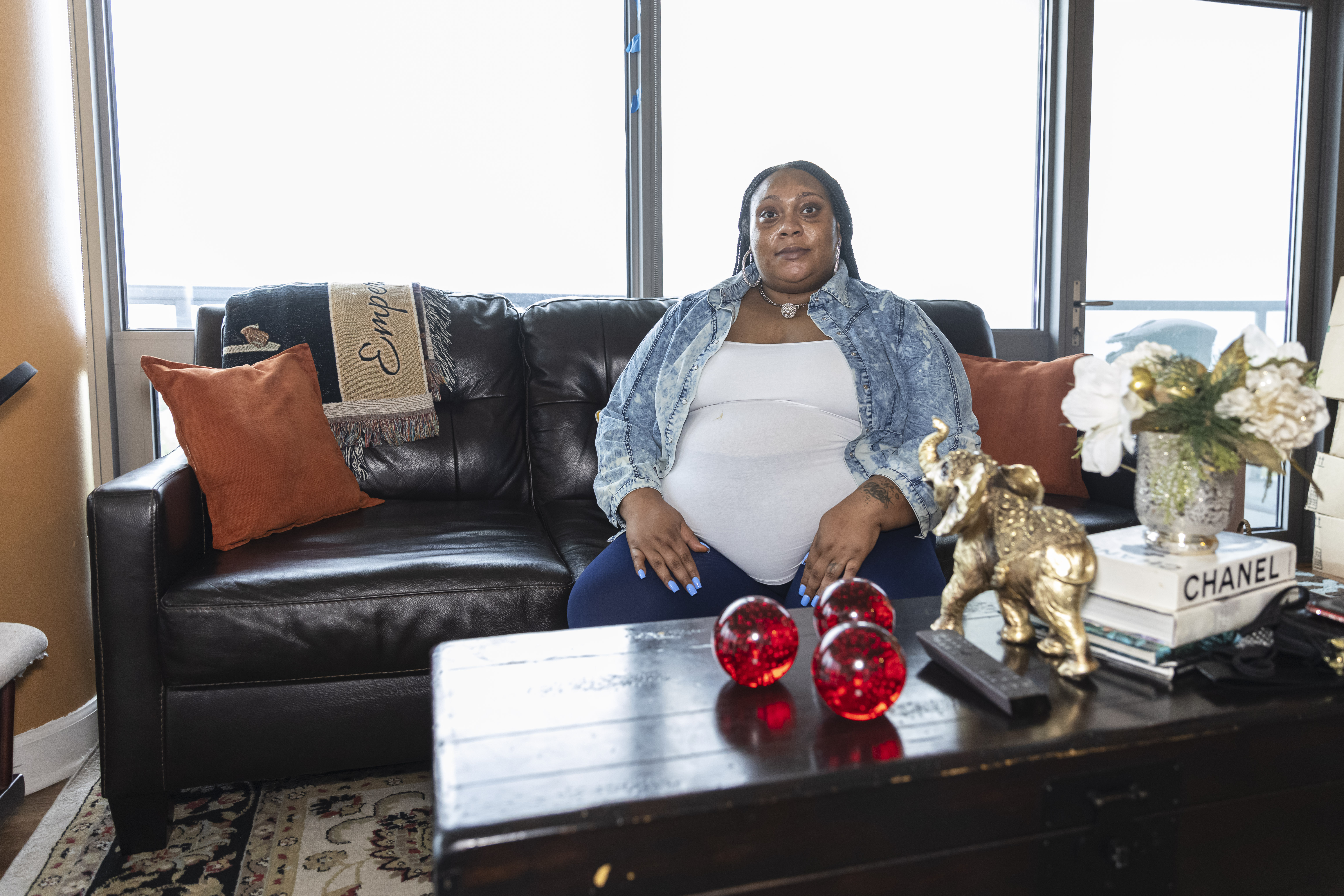 Nea Gates got her first vaccine dose Oct. 6, when she was seven months pregnant. Seeing continual reports of pregnant women having serious COVID-19 complications made her change her mind and get vaccinated. | Anthony Vazquez/Sun-Times