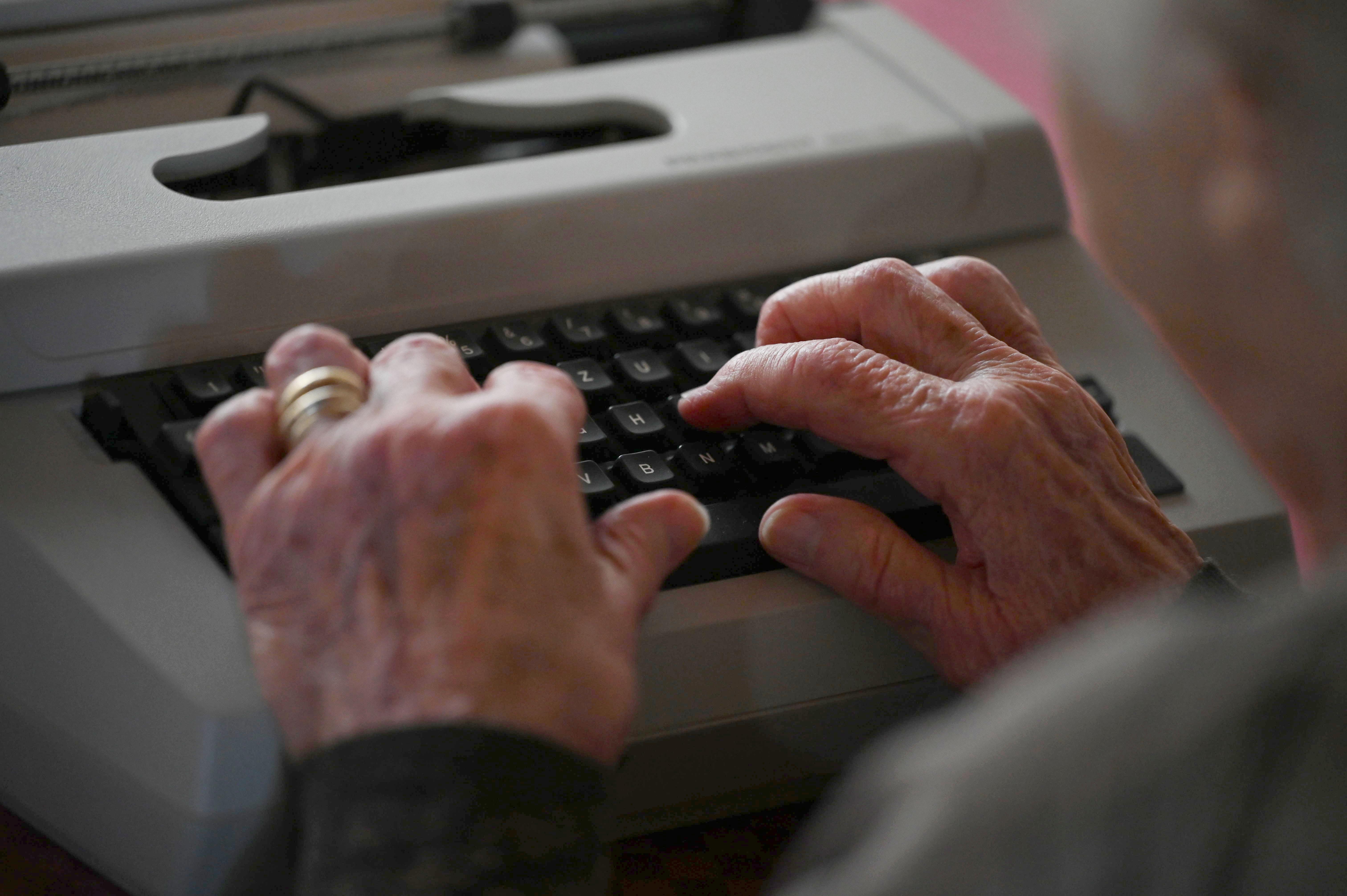 Lore Alt - former world champion with the typewriter