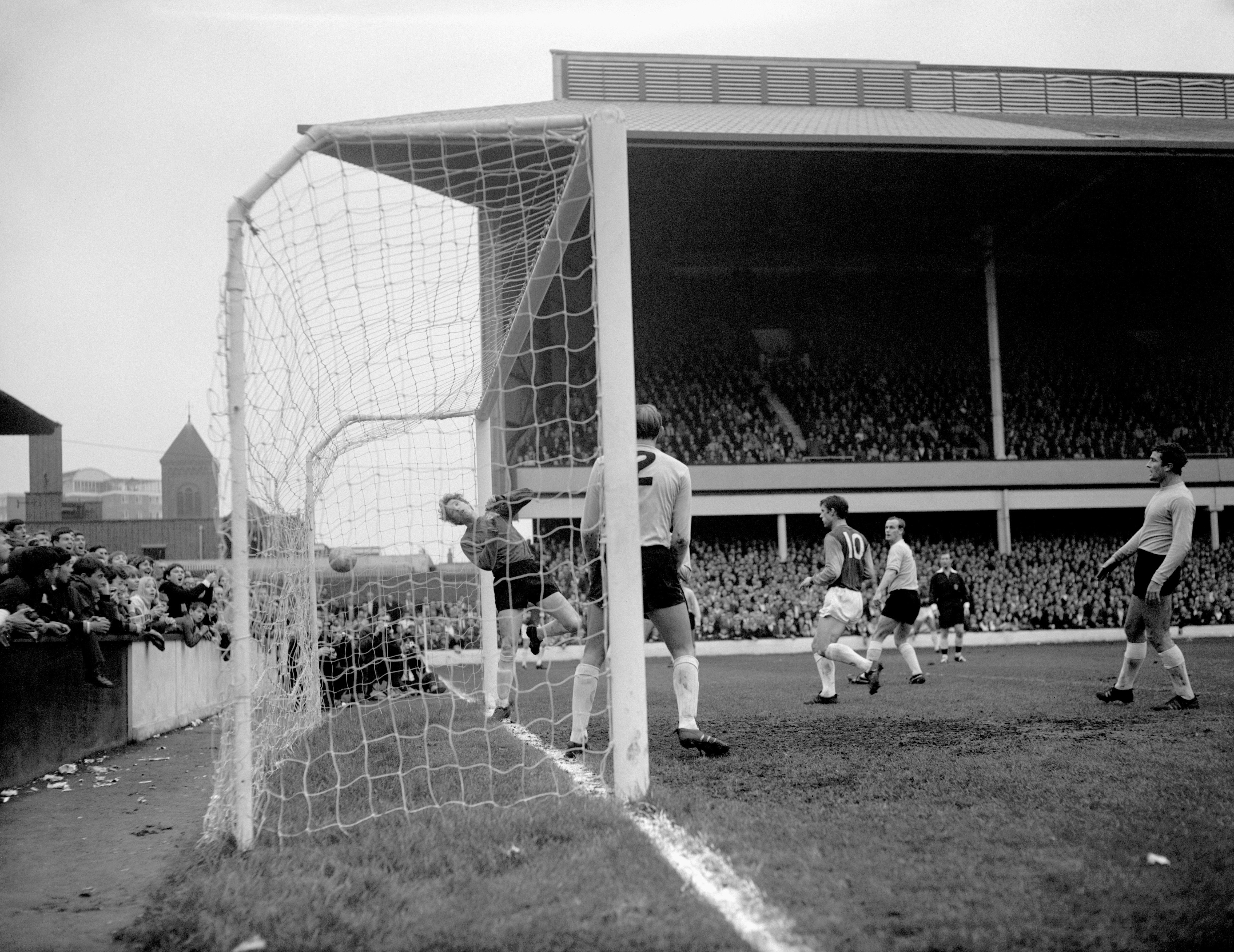 West Ham v Sunderland - League Division One - Upton Park