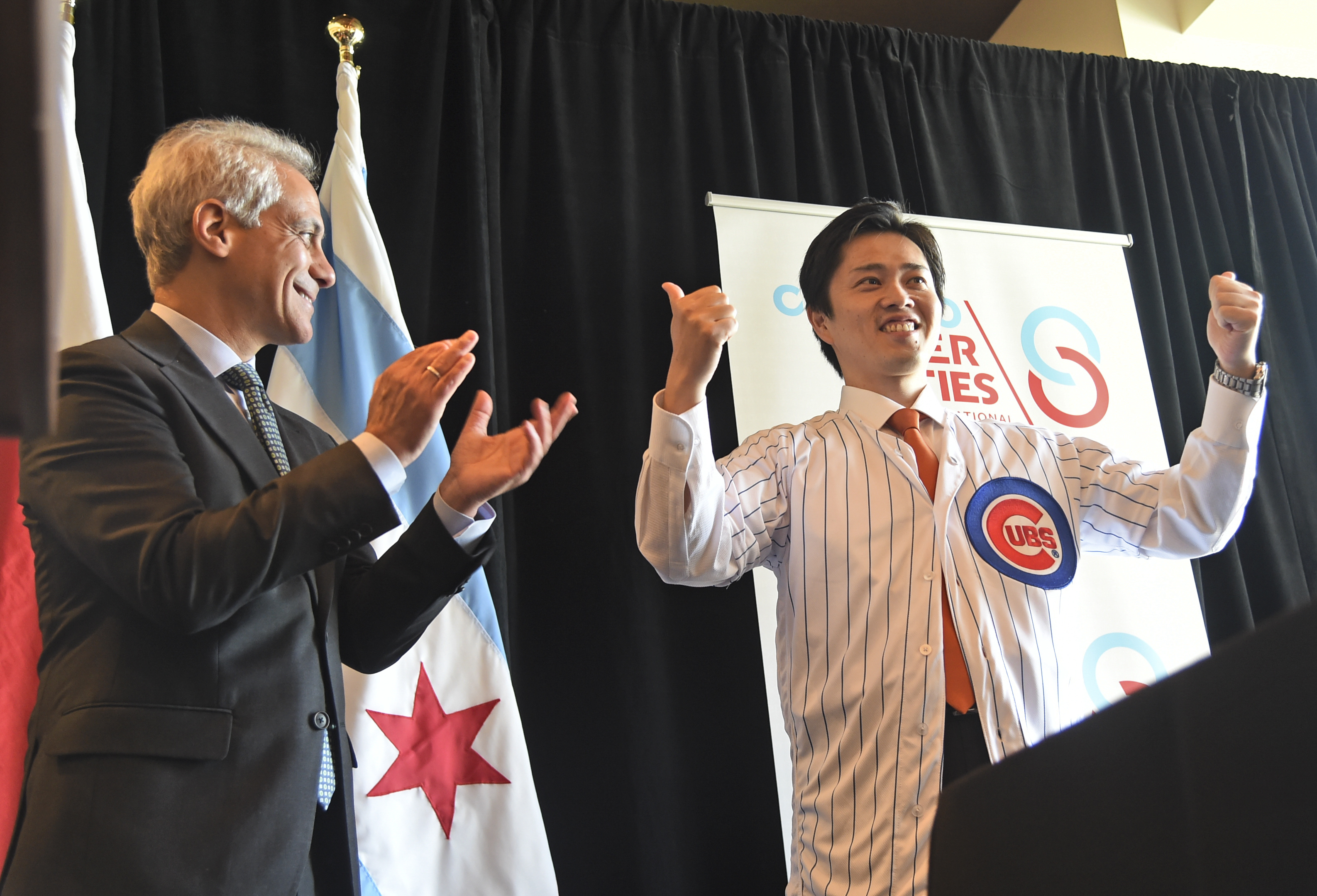 Osaka Mayor Hirofumi Yoshimura visited Chicago in 2018 and met with then-Mayor Rahm Emanuel. Here, Yoshimura shows off his new Cubs jersey.