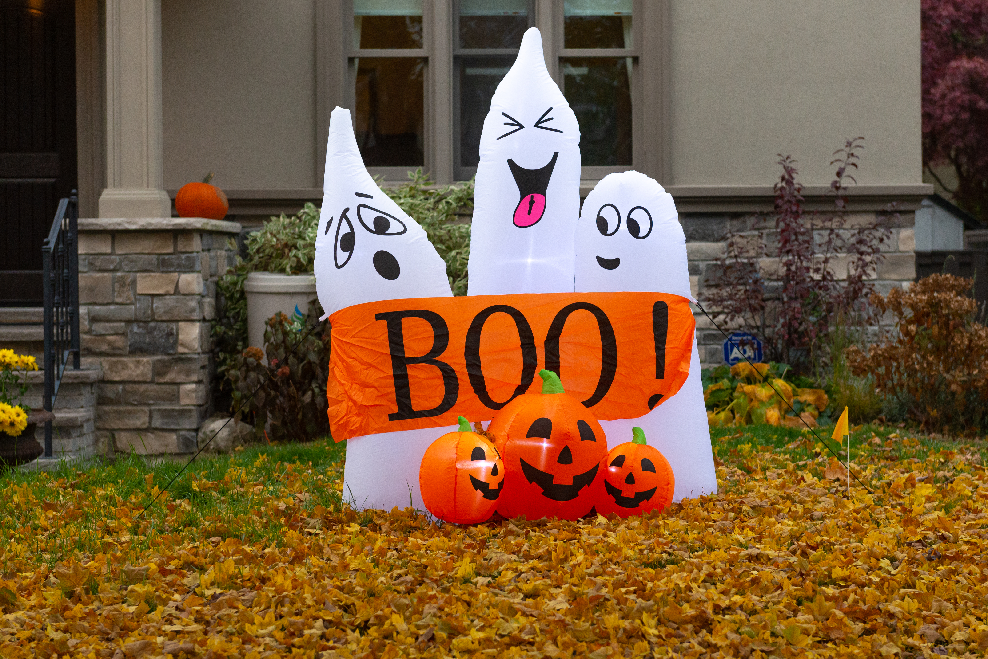 Halloween House Decoration In Canada