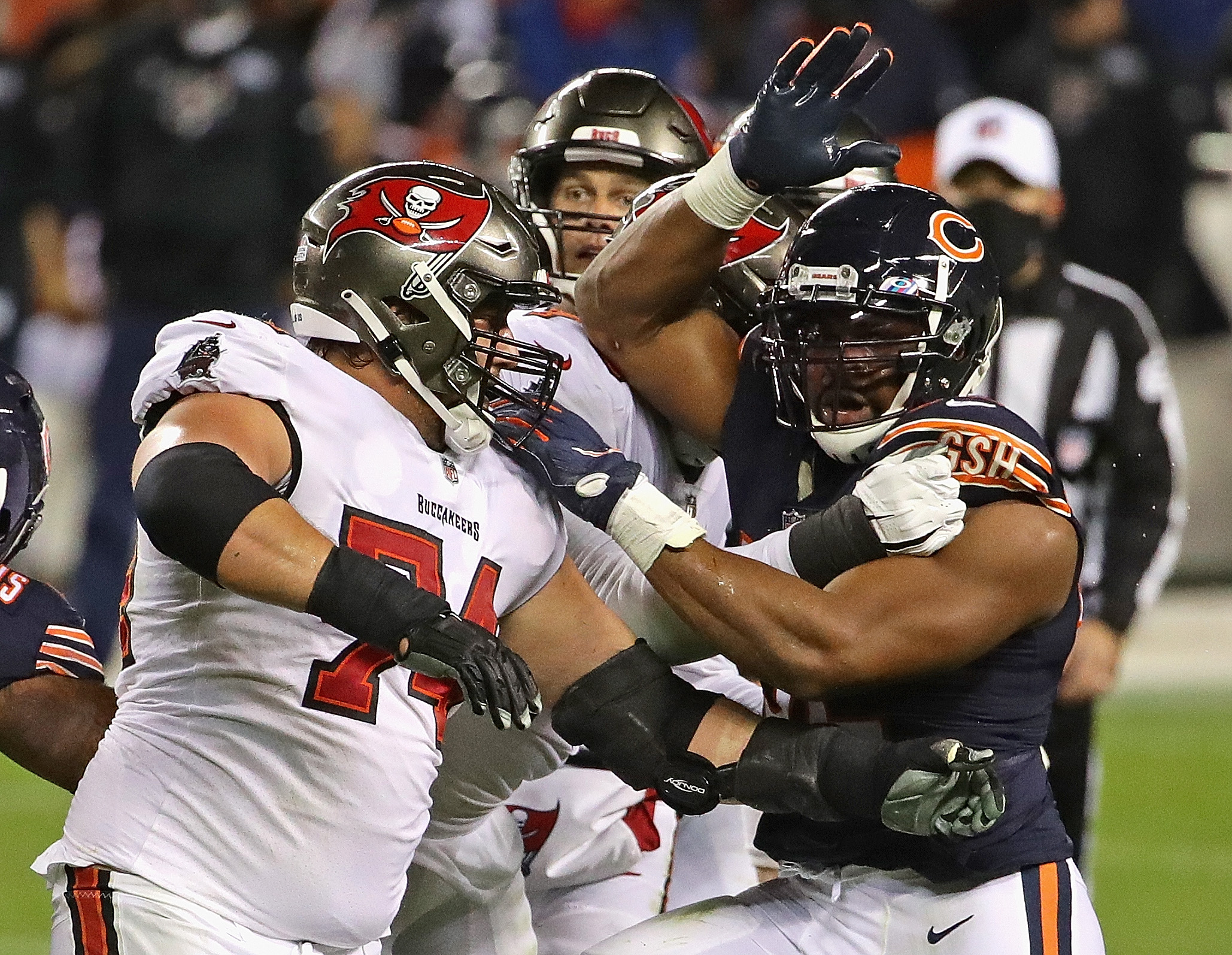 The Buccaneers block outside linebacker Khalil Mack in last year's matchup.