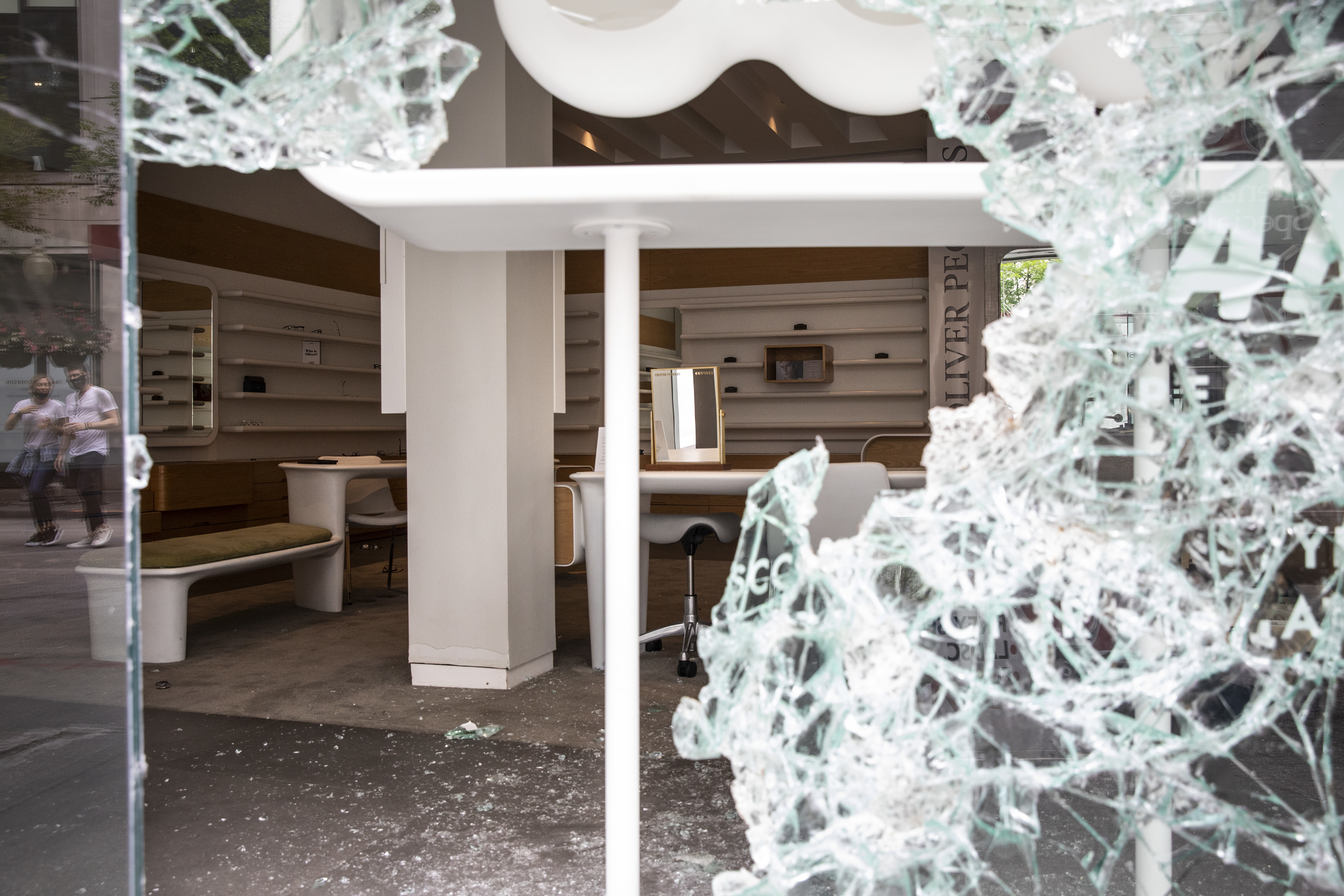 Oliver Peoples at 941 N. Rush St. after looting broke out overnight on Aug. 10, 2020 in the Gold Coast and surrounding neighborhoods.