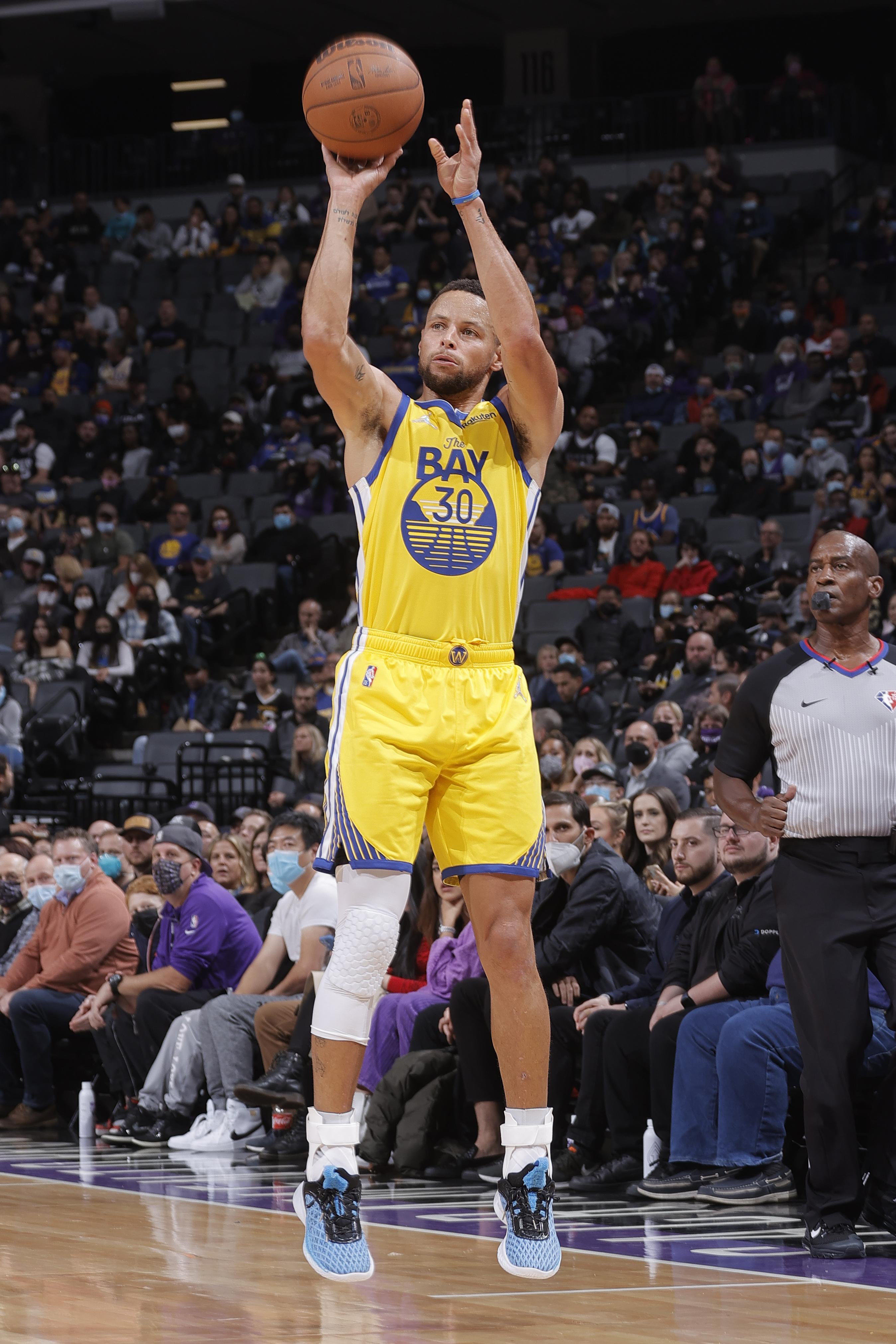 Golden State Warriors v Sacramento Kings