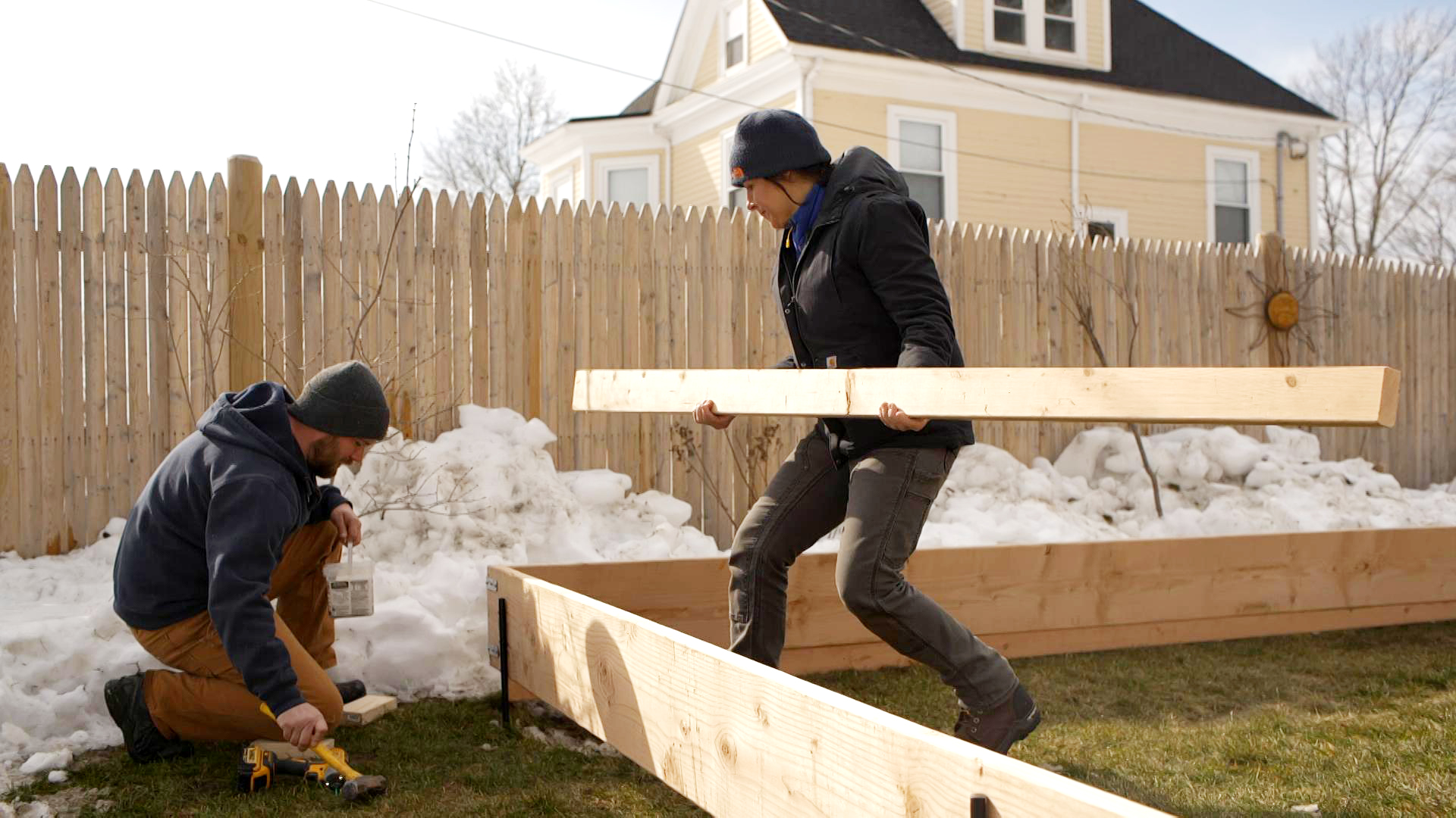S20 E4, Nathan Gilbert and Jenn Nawada build a backyard ice rink