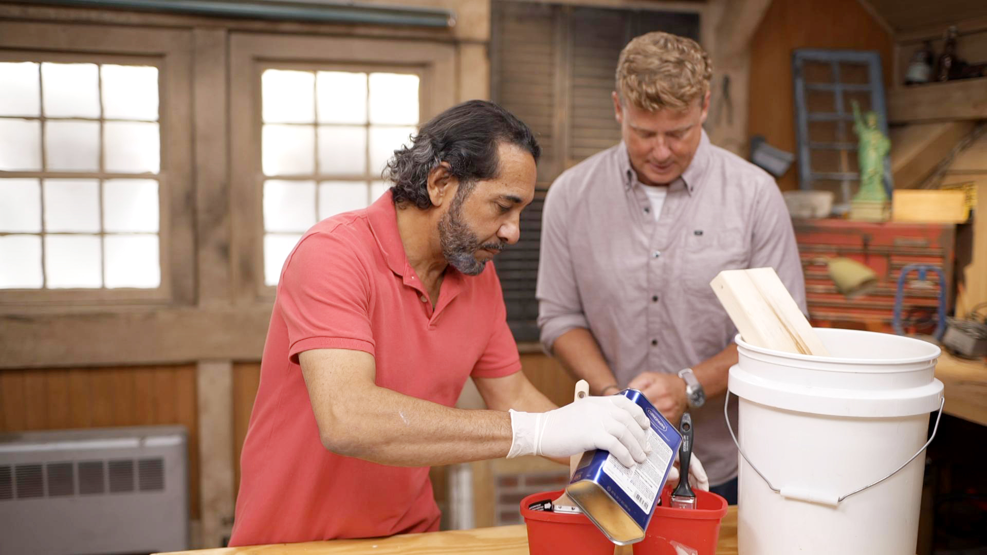 S20 E4, Mauro Henrique teaches Kevin O'Connor how to clean a dried out paint brush
