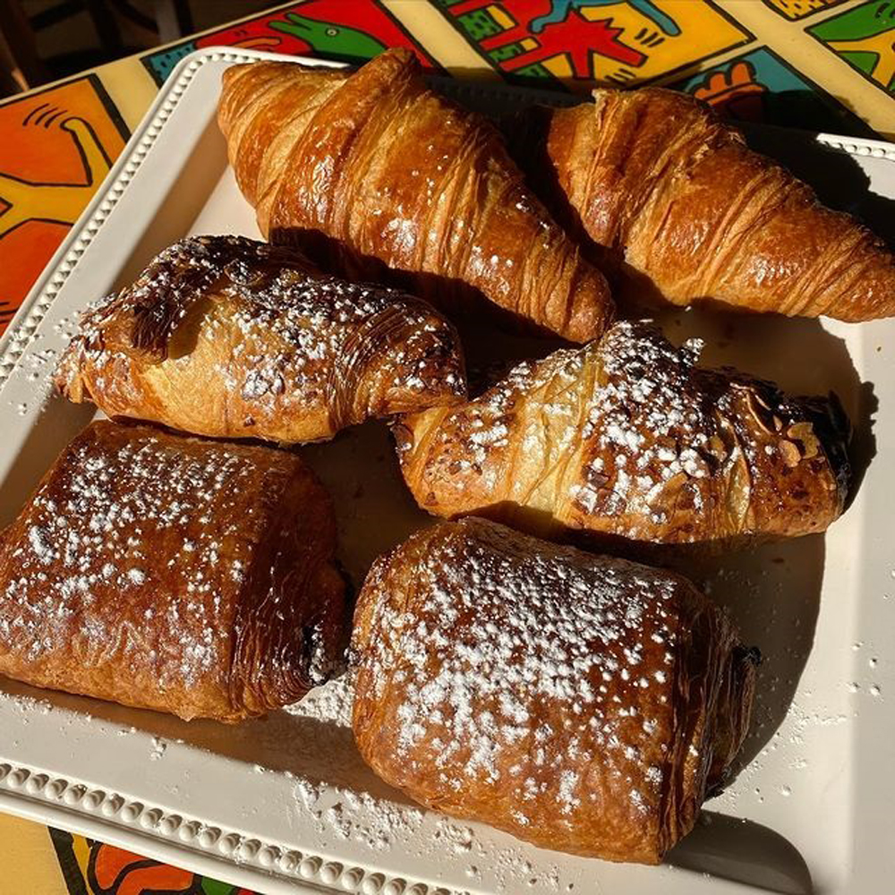 plate os pastries