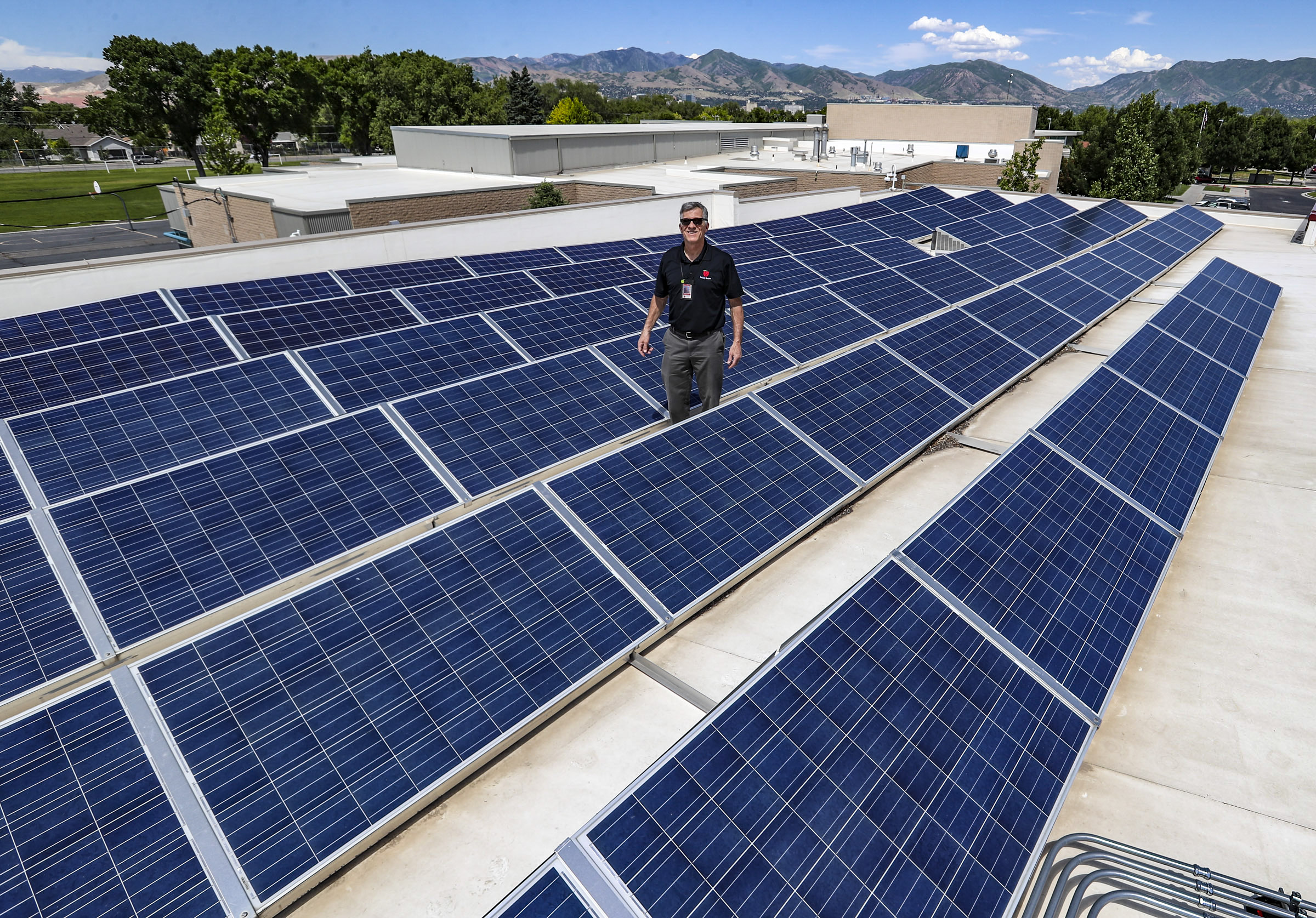 Solar panels sit atop Mountain View Elementary.