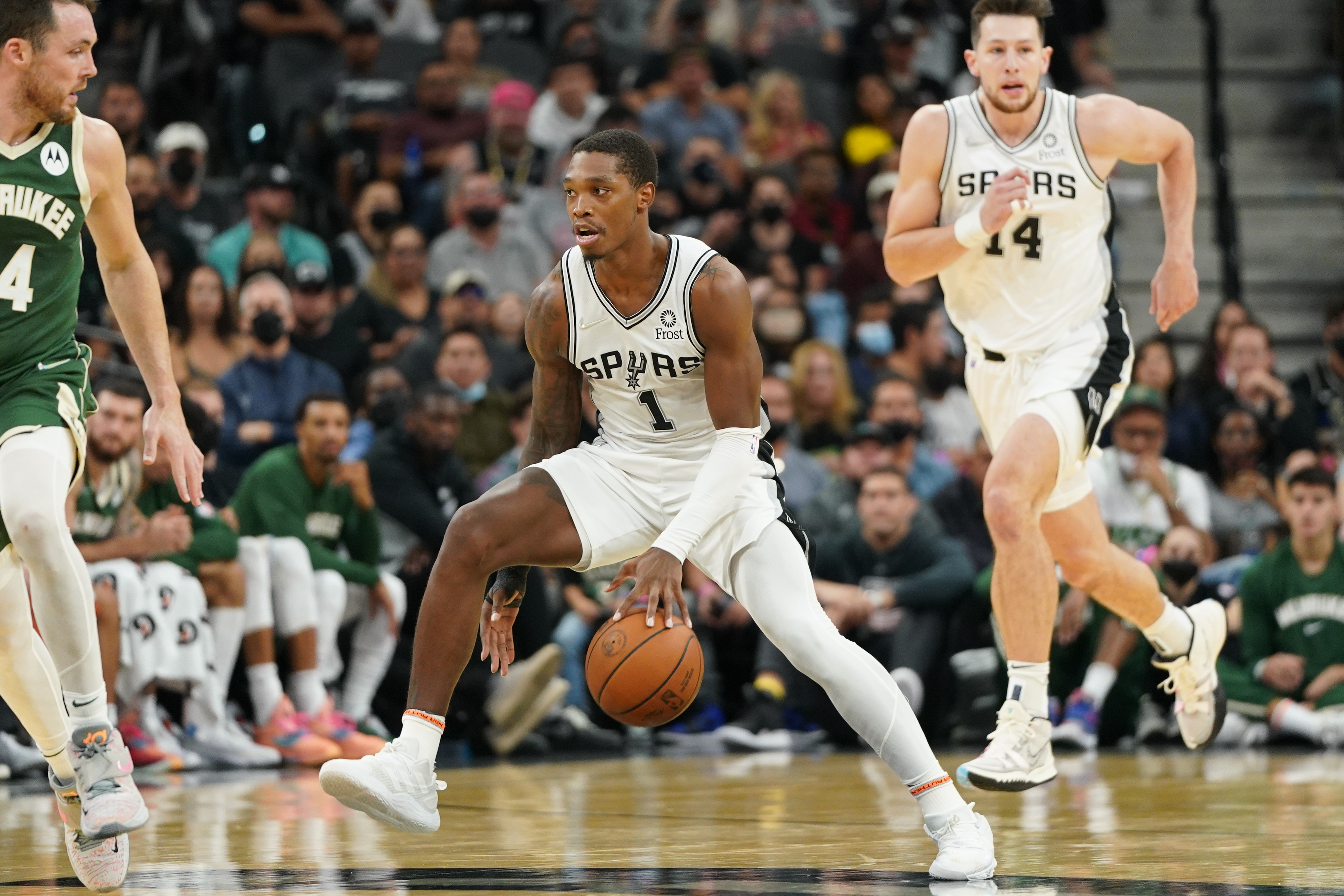 San Antonio Spurs guard Lonnie Walker IV (1) dribbles in the second half against the Milwaukee Bucks at the AT&T Center.