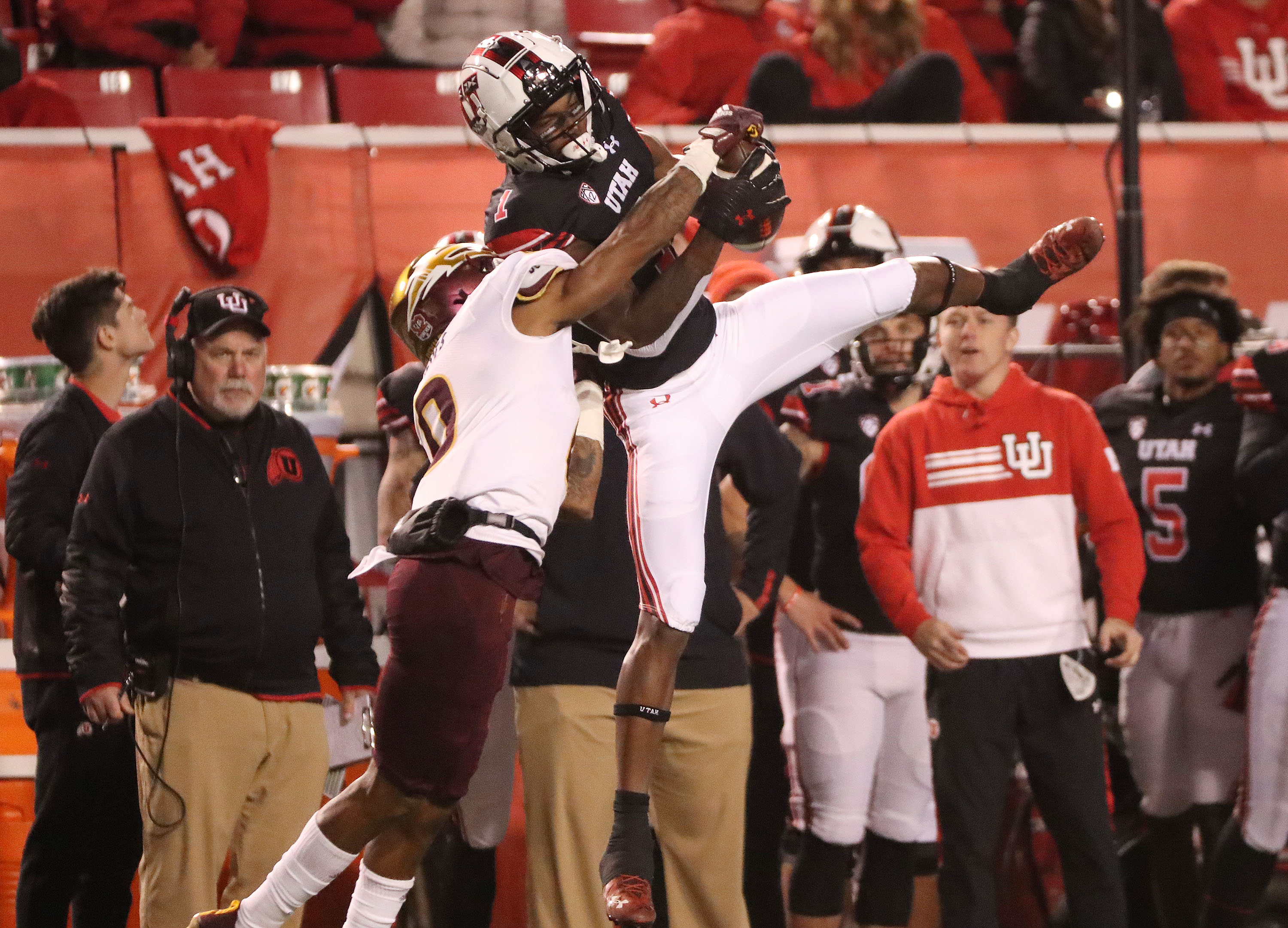 Utah Utes receiver Theo Howard (1) makes a catch during a game against Arizona State in Salt Lake City on Oct. 16, 2021.