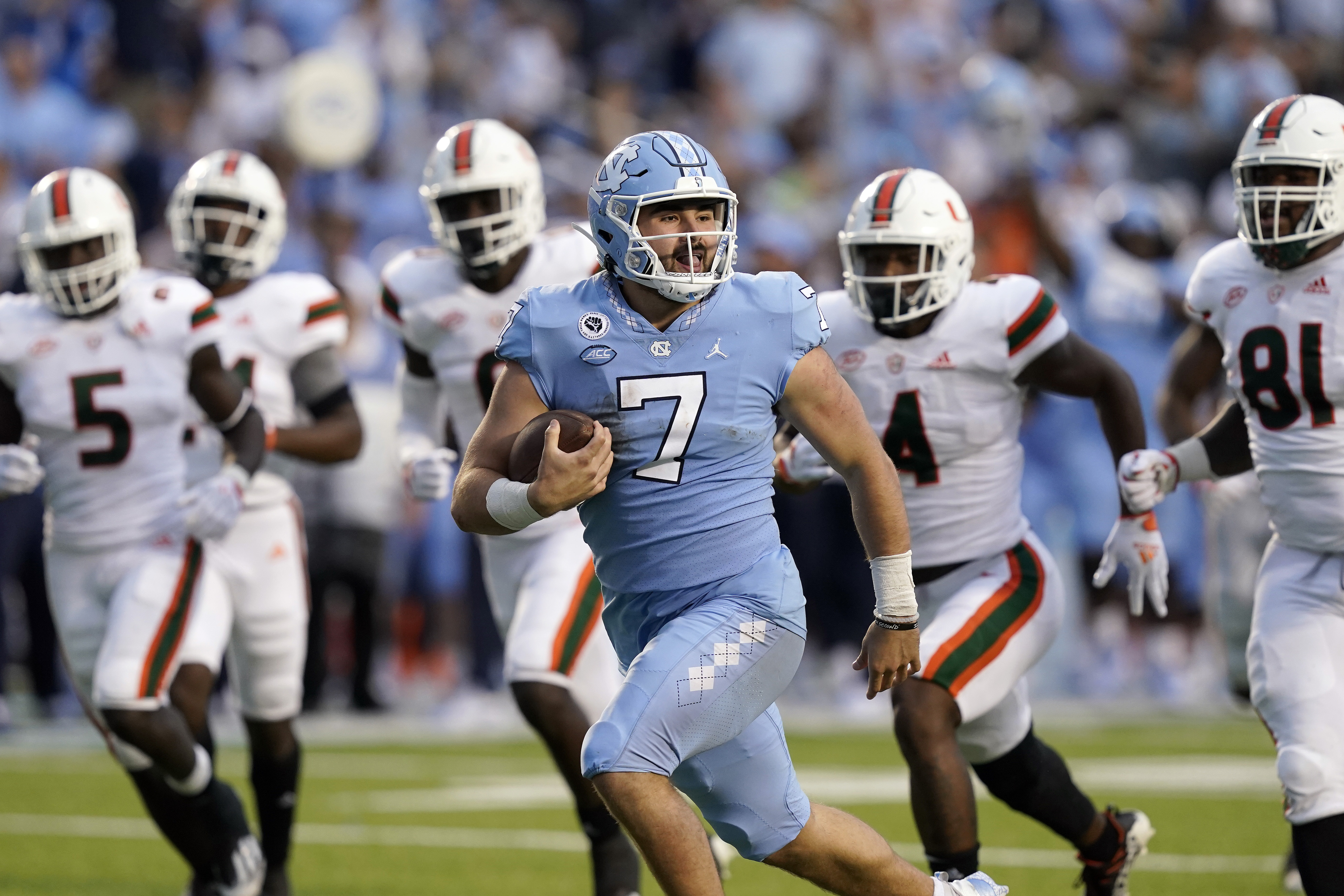 North Carolina quarterback Sam Howell has completed 61.1% of his passes for 1,851 yards and 18 touchdowns.