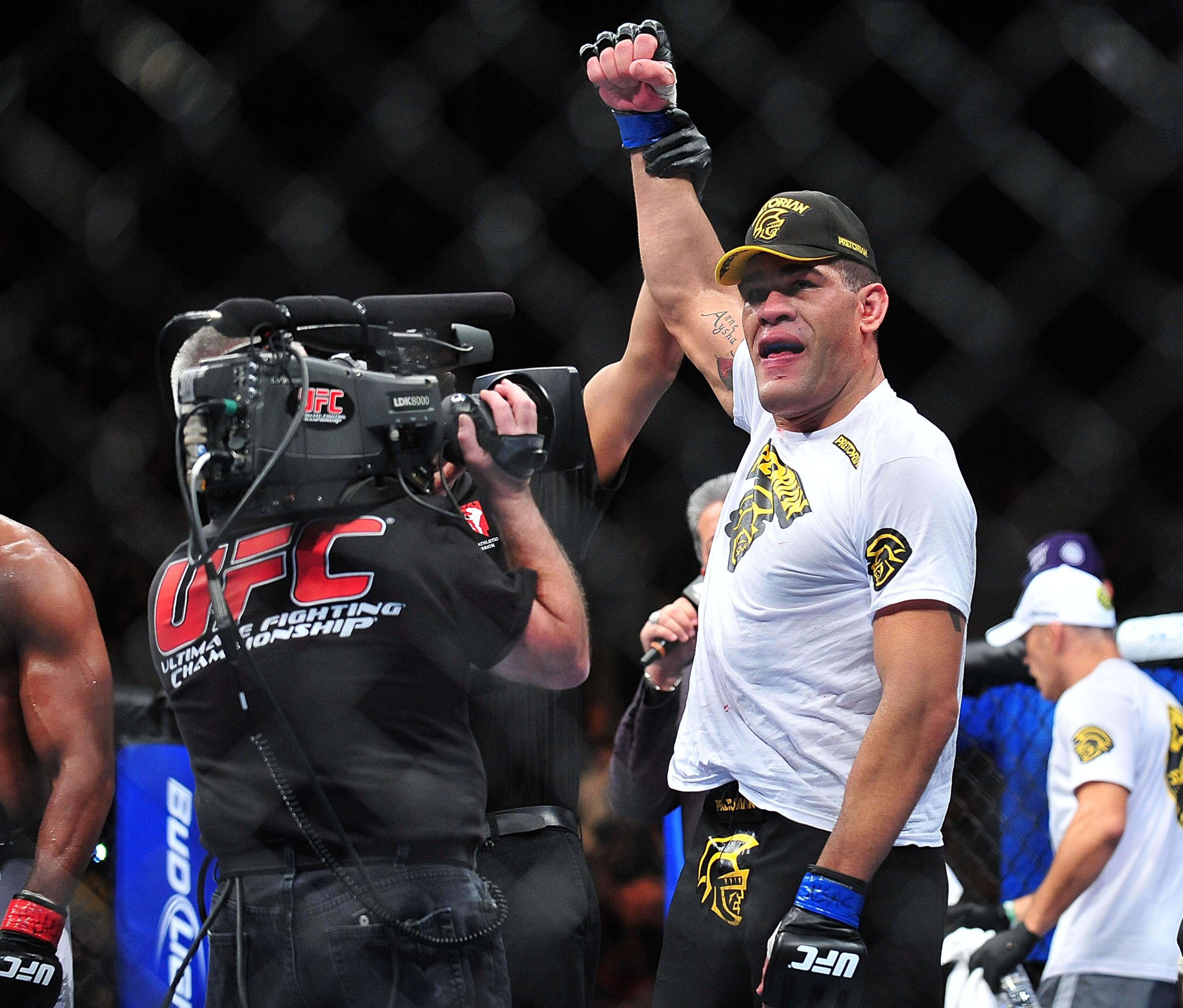The lineal champion, Antonio Silva